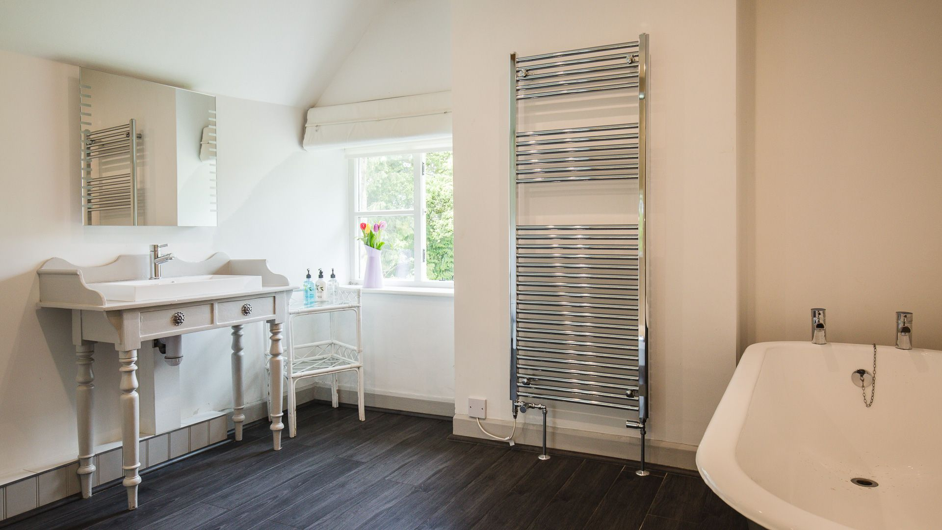 Family Bathroom, Sudeley Guest Cottage, Bolthole Retreats