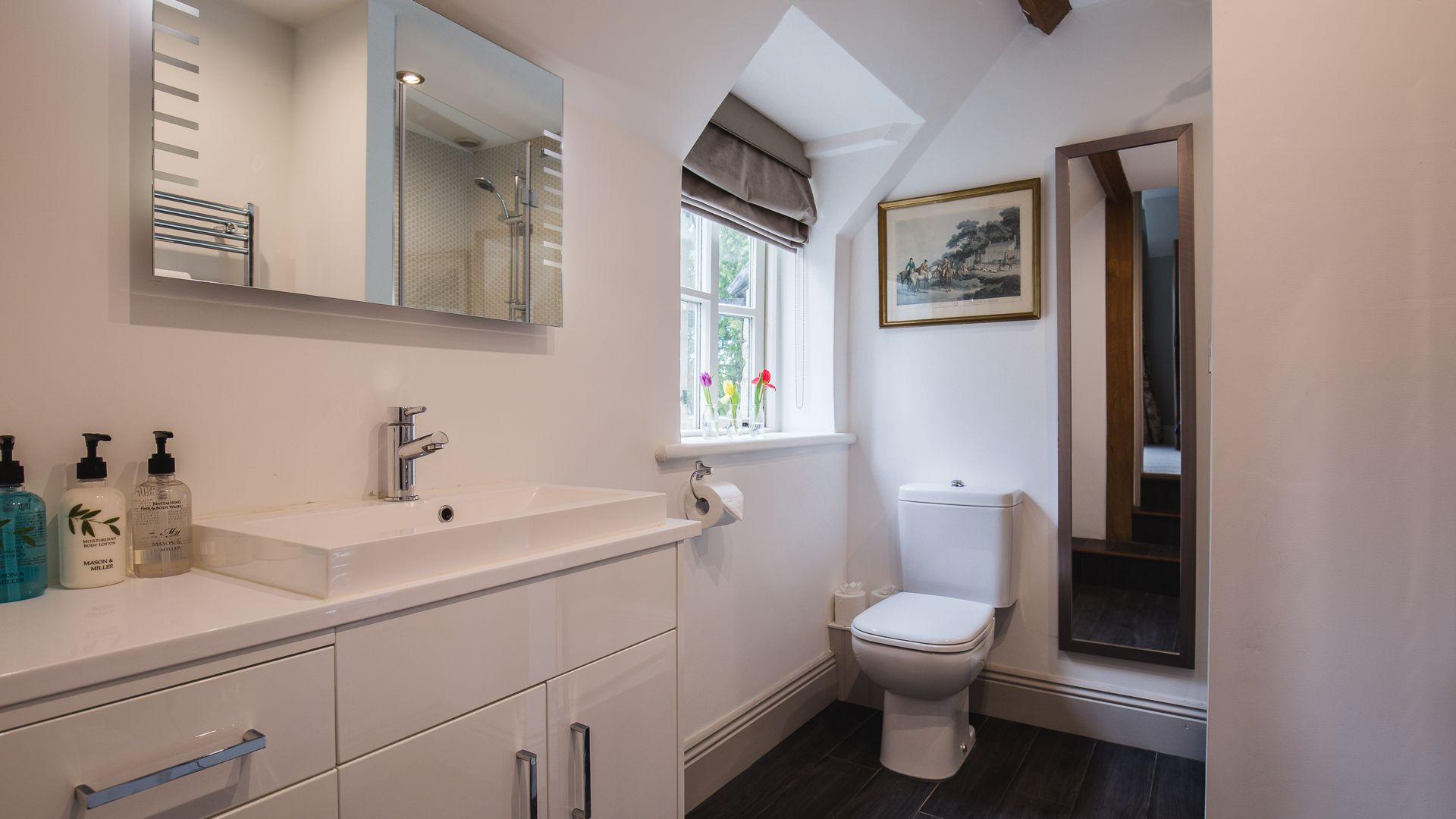 Bedroom One En-suite Shower Room, Sudeley Guest Cottage, Bolthole Retreats