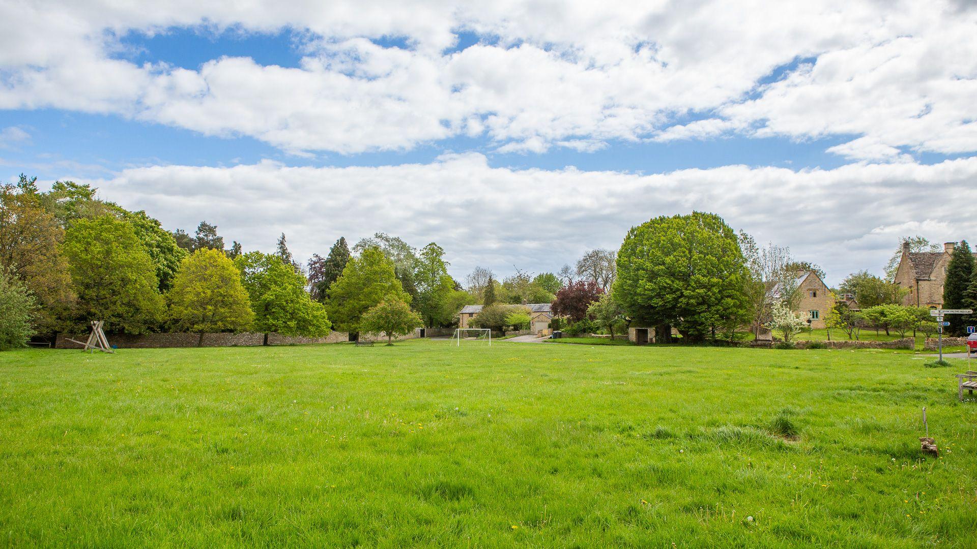 Broadwell Village Green, Poppy Cottage, Bolthole Retreats