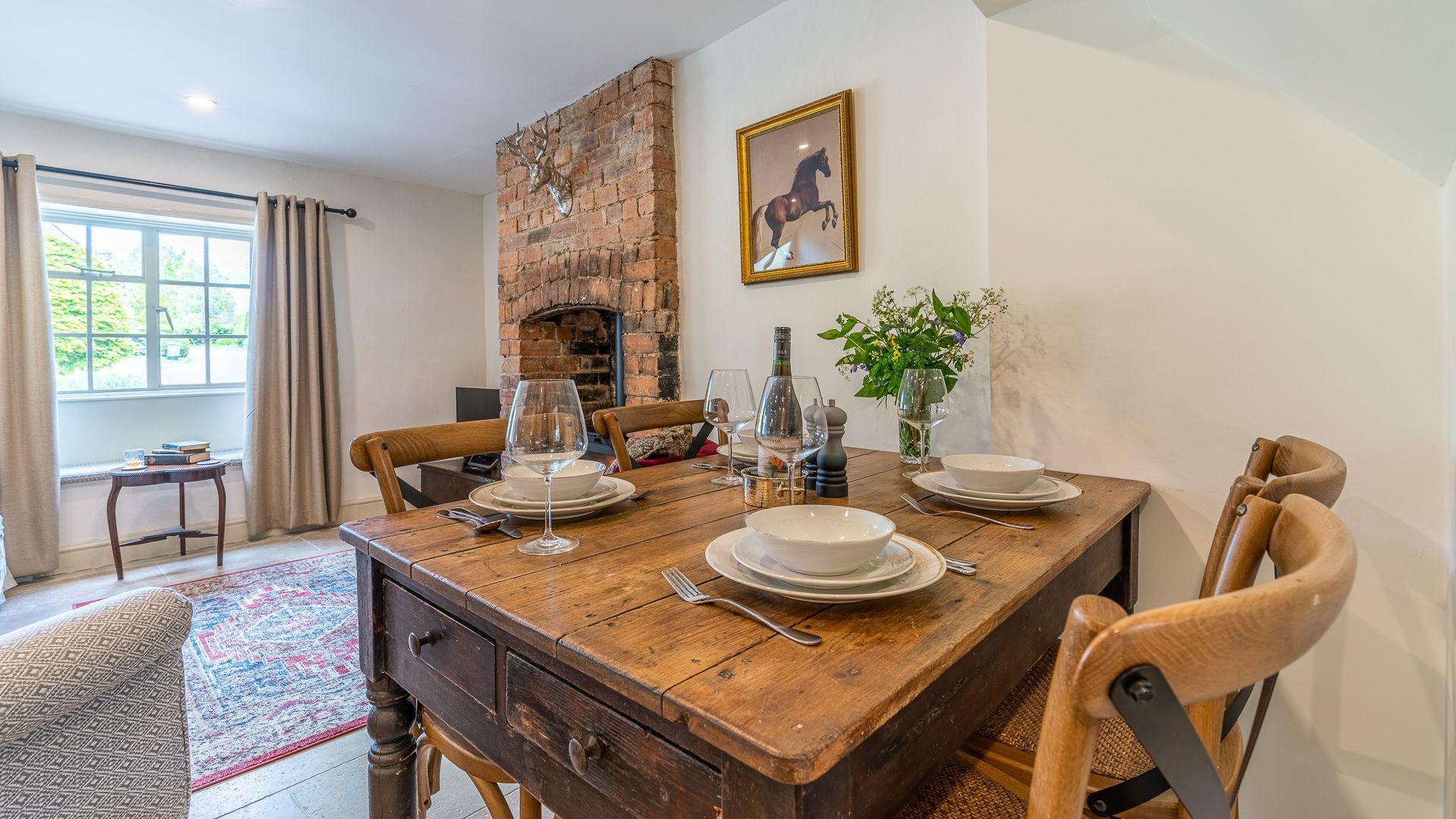 Living Room-Dining Area, Poppy Cottage, Bolthole Retreats