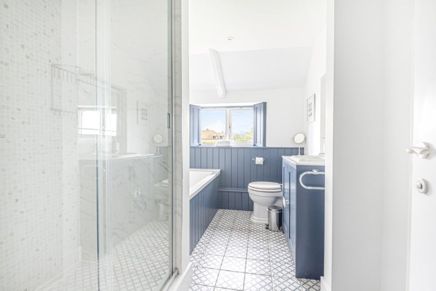 Heronsway | Ensuite bathroom