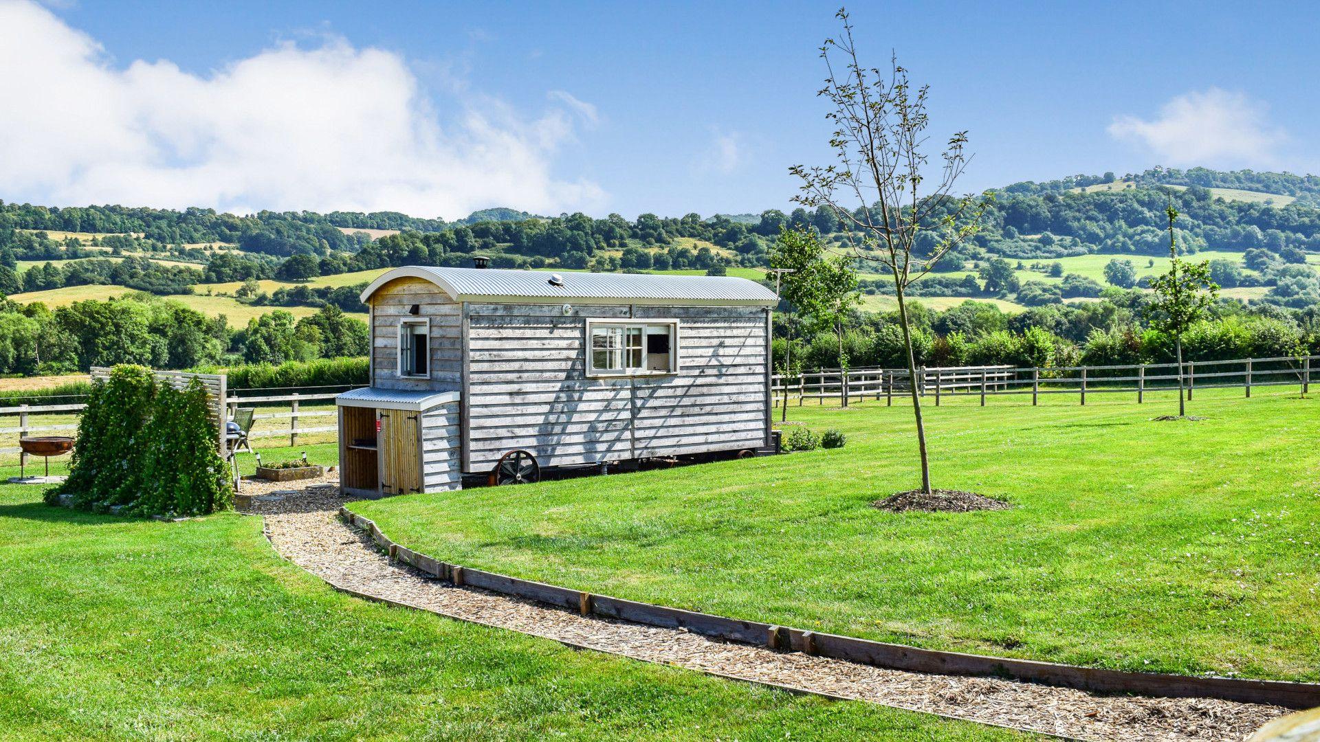Path to the hut, Shepherds Hut at Avon Farm, Bolthole Retreats