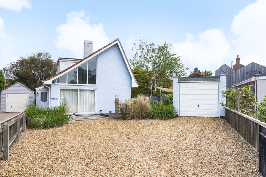Fulmar | Front with ample parking