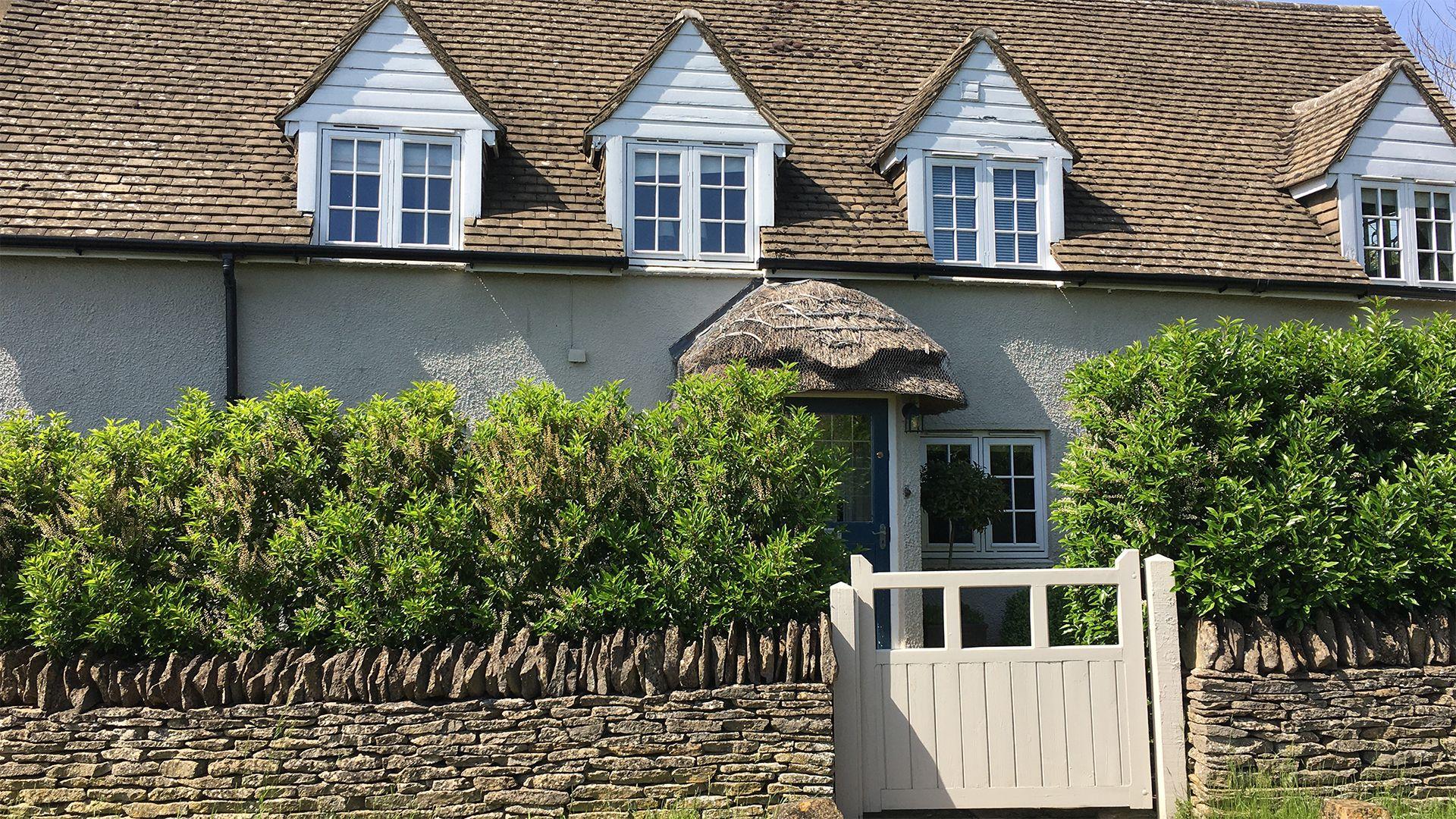 Exterior Front, Thatch Cottage, Bolthole Retreats