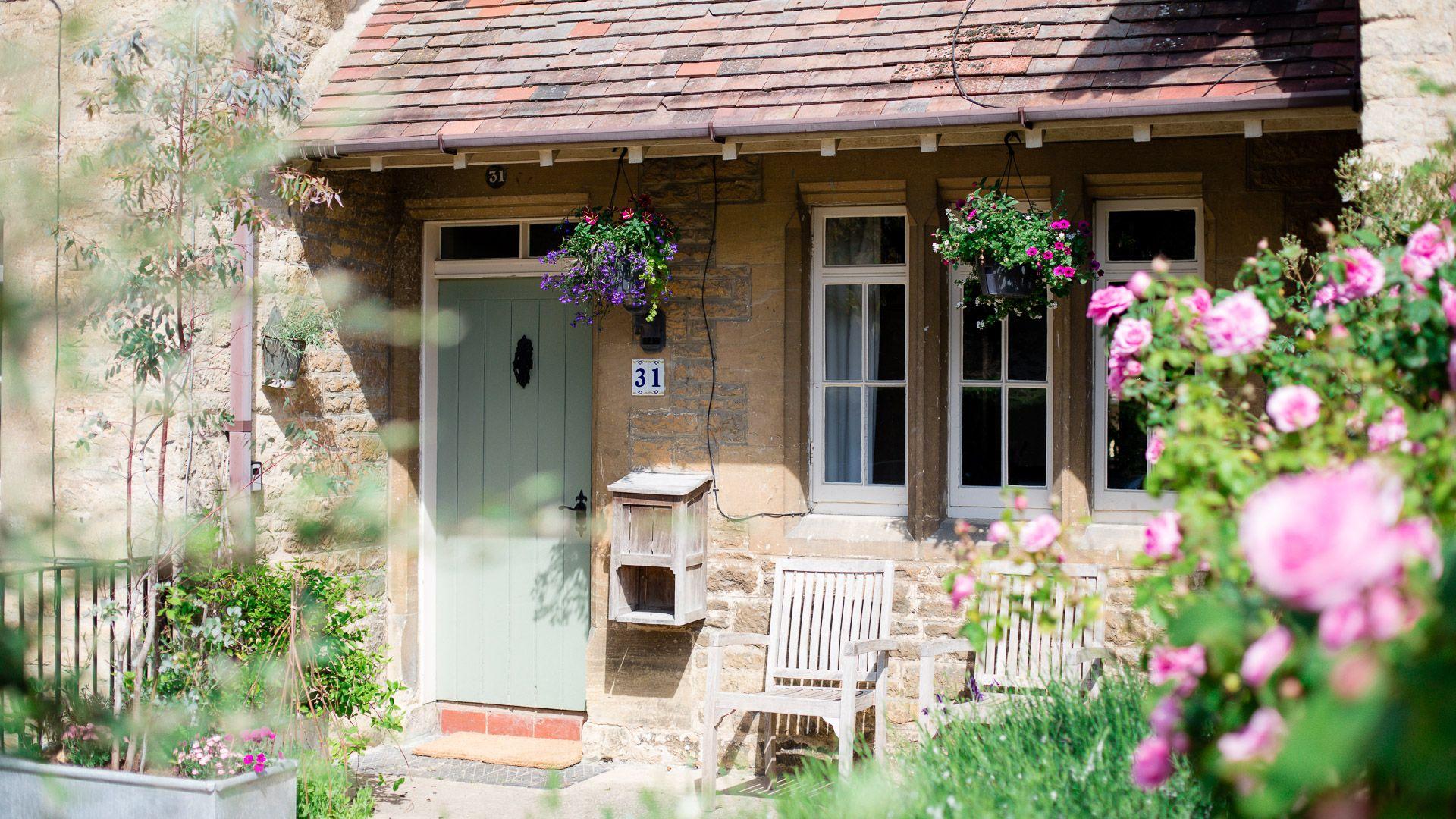 Front entrance, Monument Cottage, Bolthole Retreats