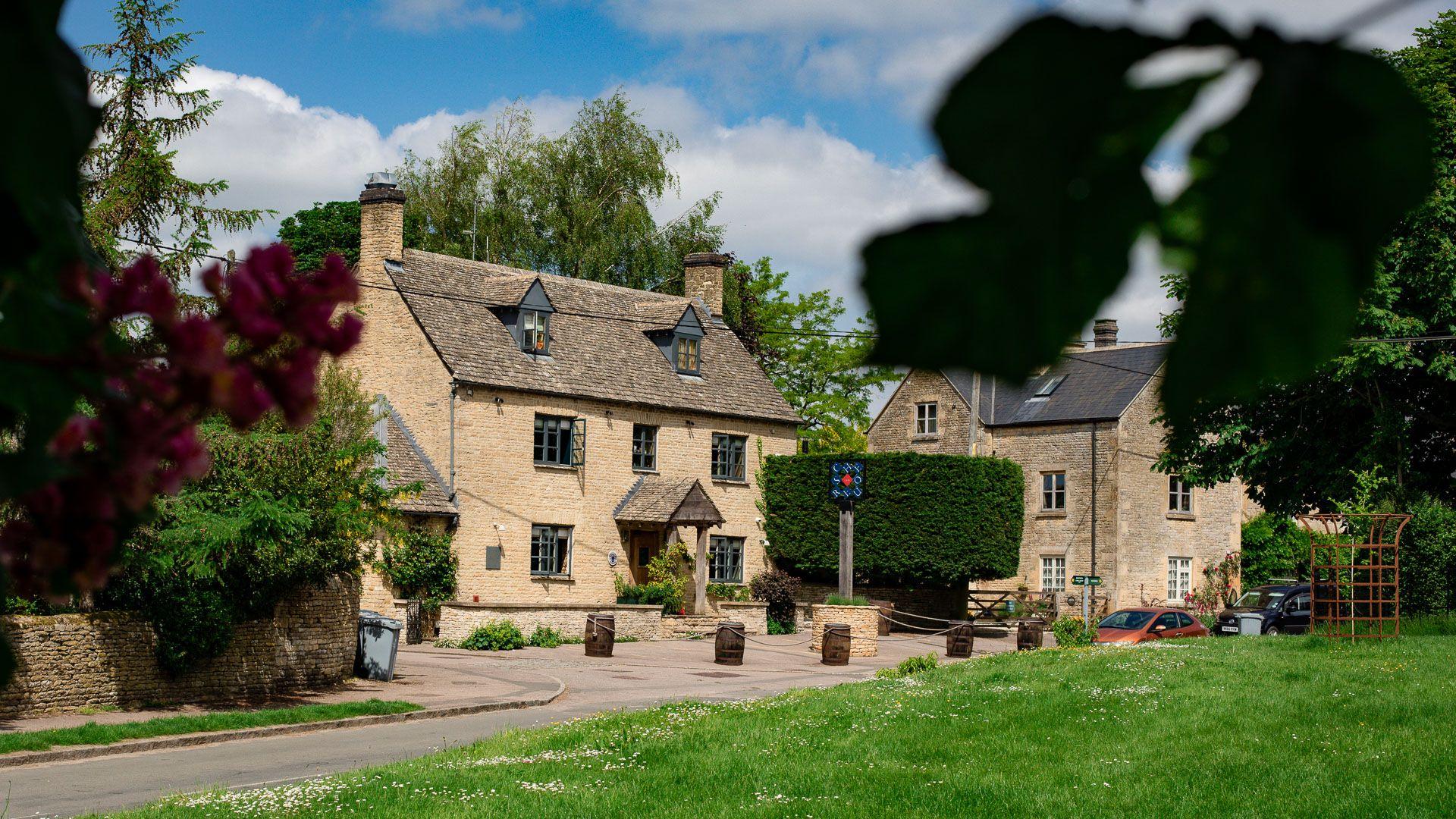 The Chequers Pub, Churchill, Bolthole Retreats
