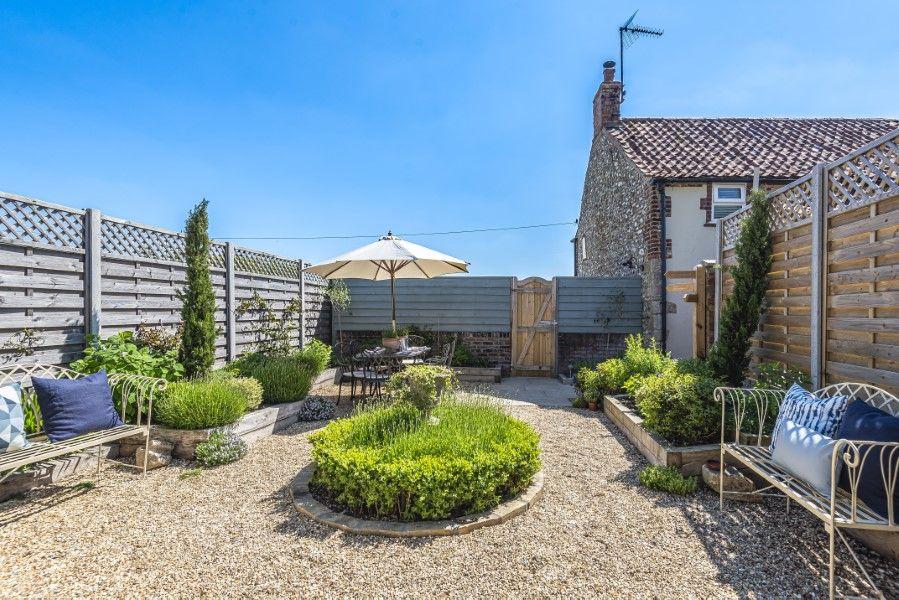 Avocet Cottage NC | Landscaped garden