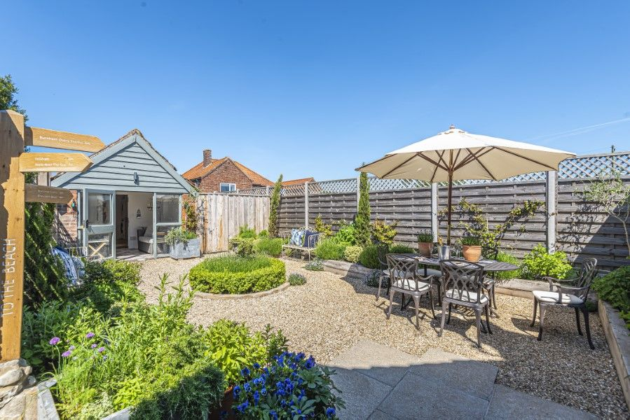 Avocet Cottage NC | Garden with summer house