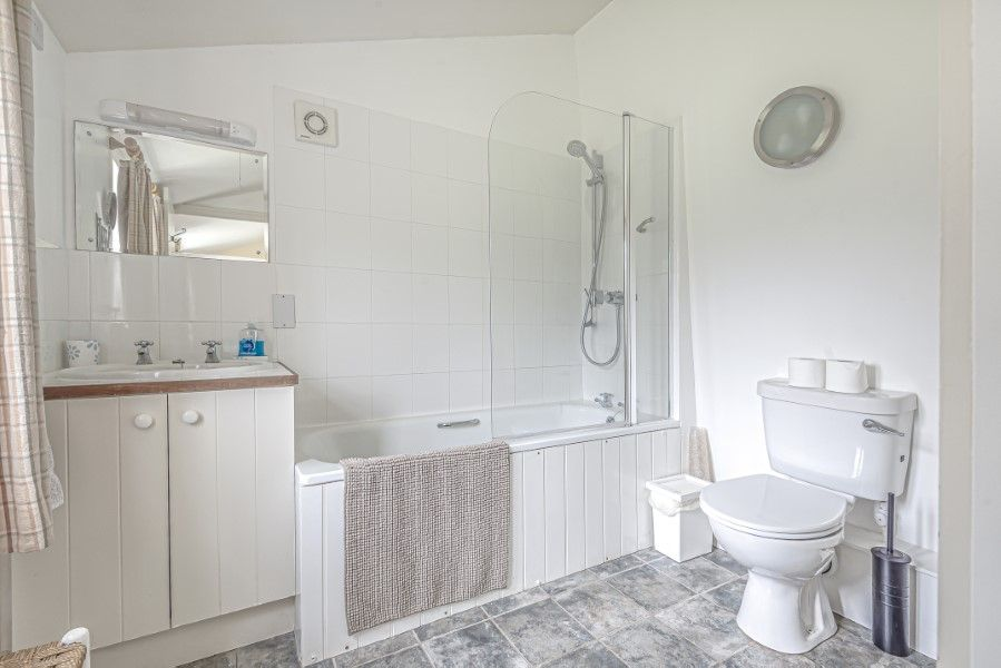 North Lodge   Downstairs bathroom