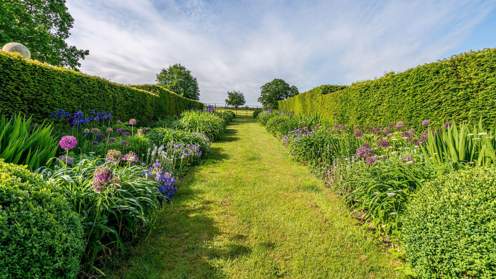 The side garden, Grindstone Mill, Bolthole Retreats