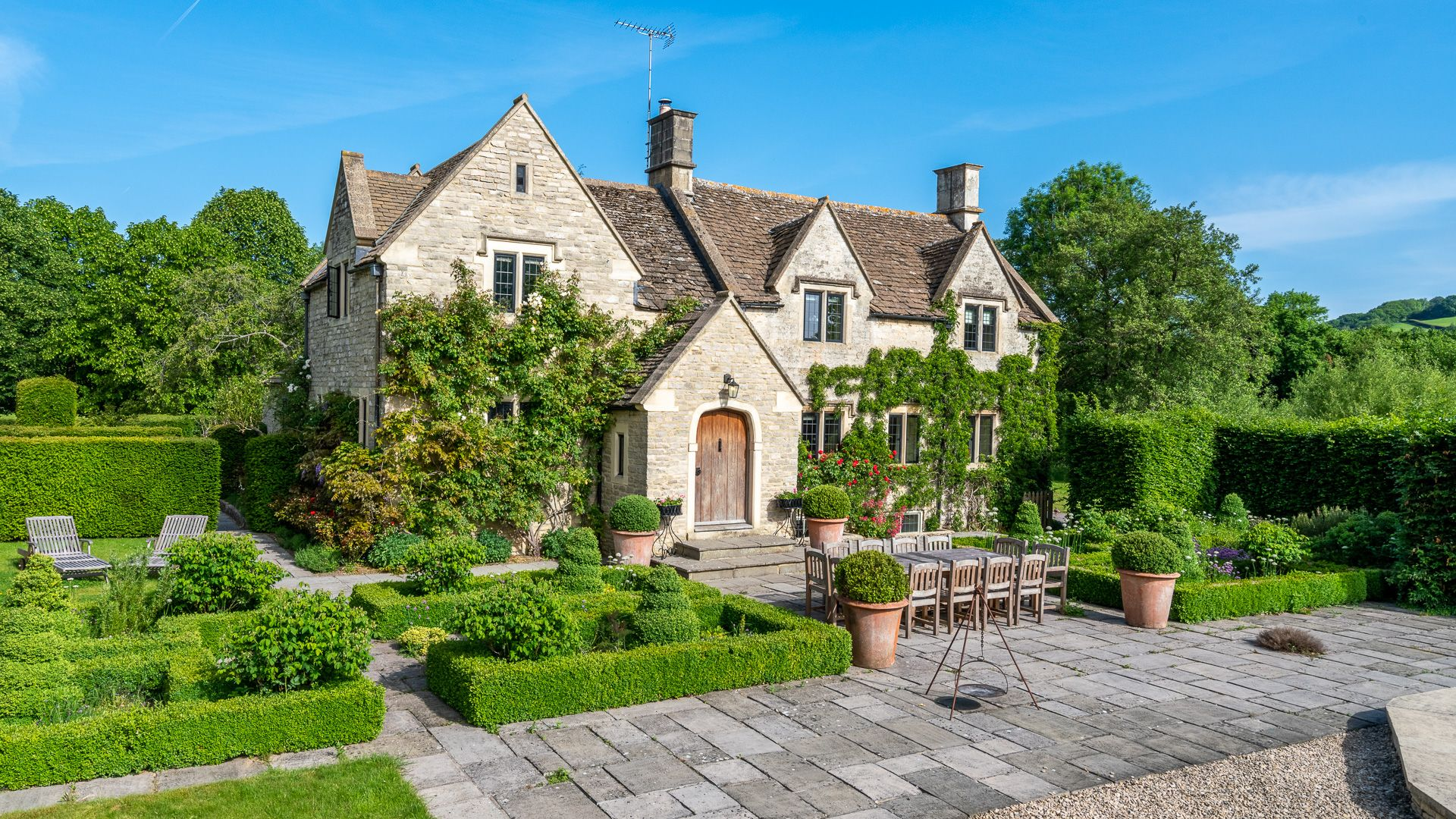 Front view with knot garden, Grindstone Mill, Bolthole Retreats