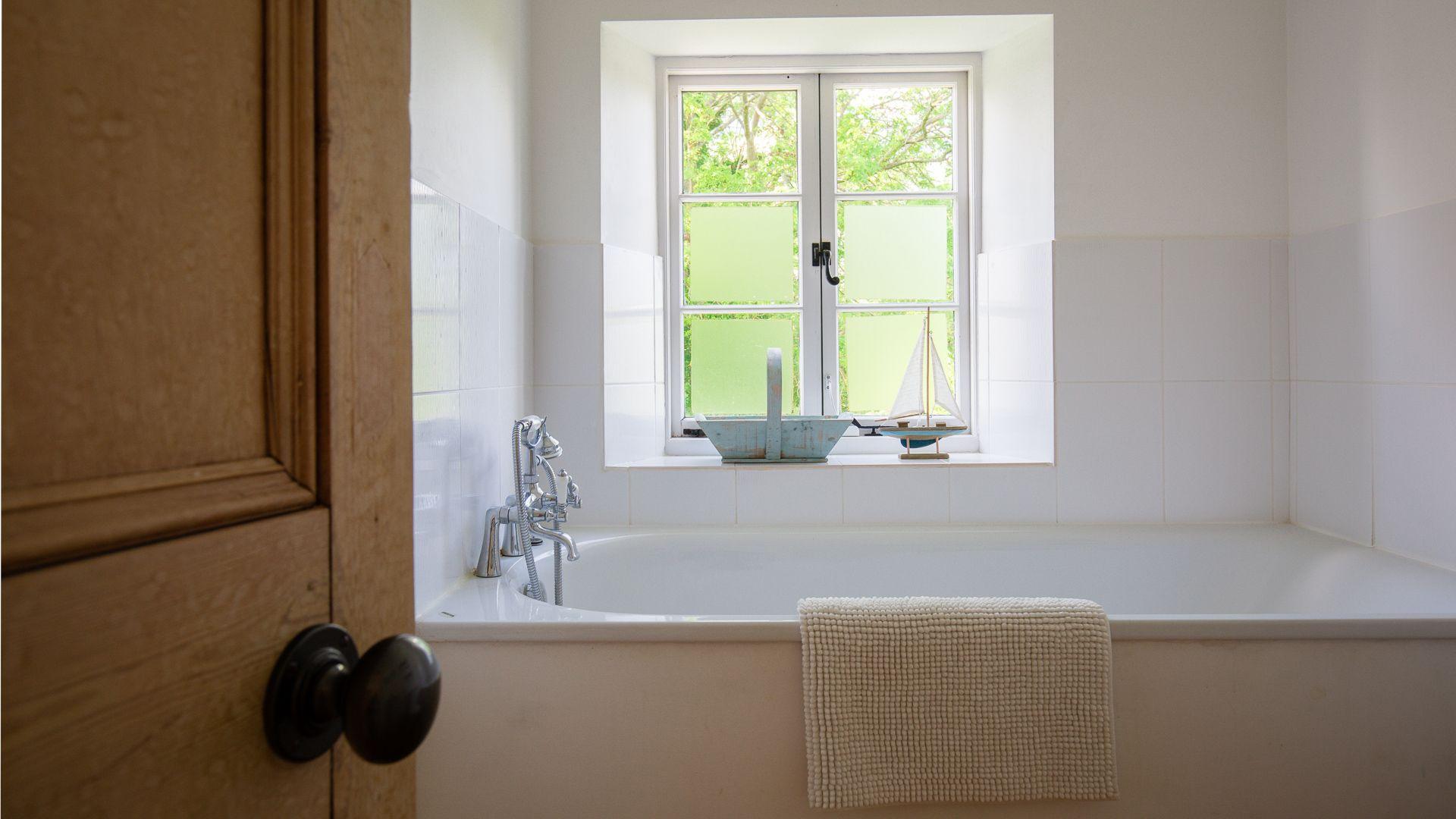 Bedroom One Ensuite Bathroom, Corn Close, Bolthole Retreats