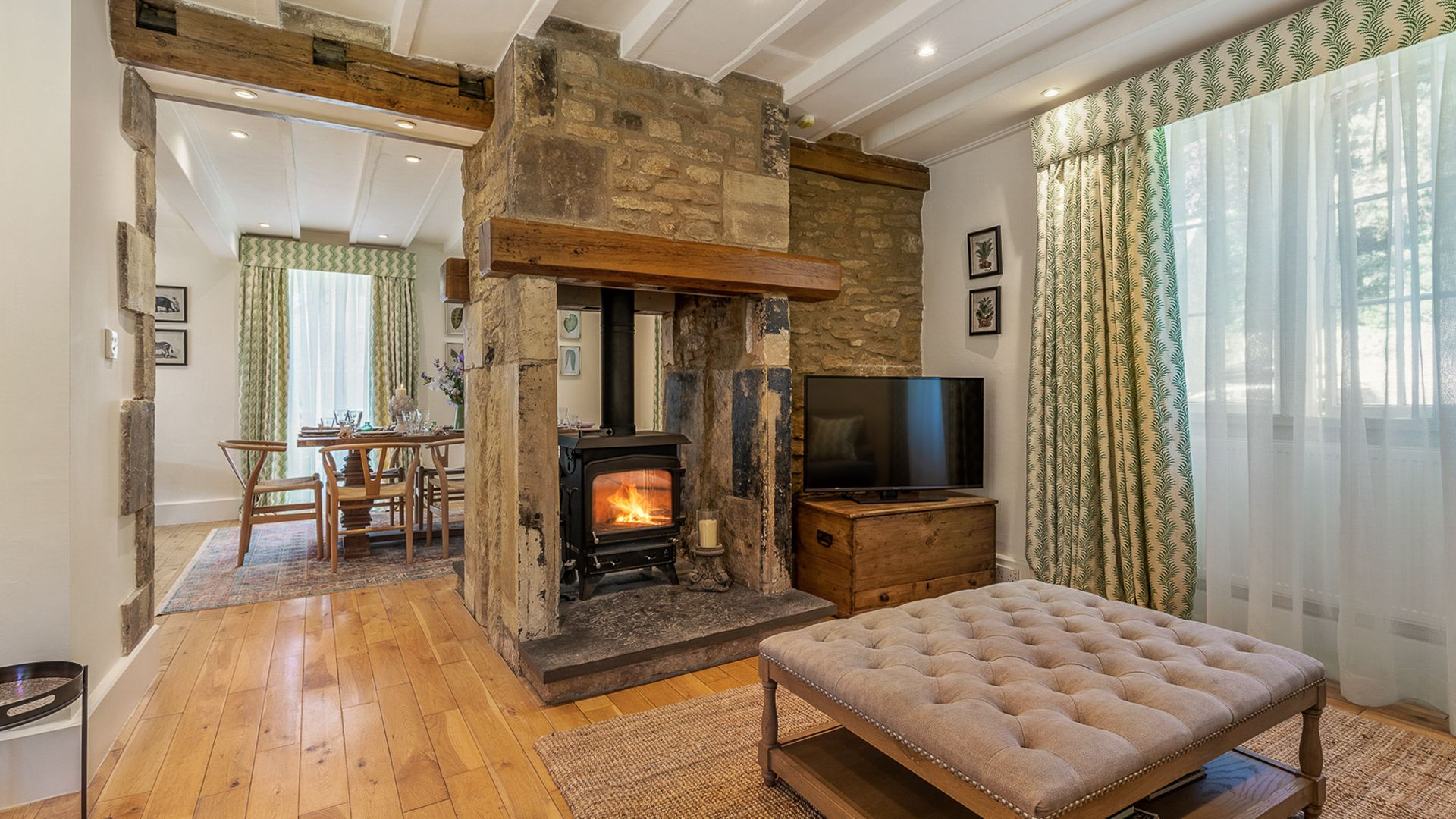 Living Room to Dining Room, Colebrook Cottage, Bolthole Retreats