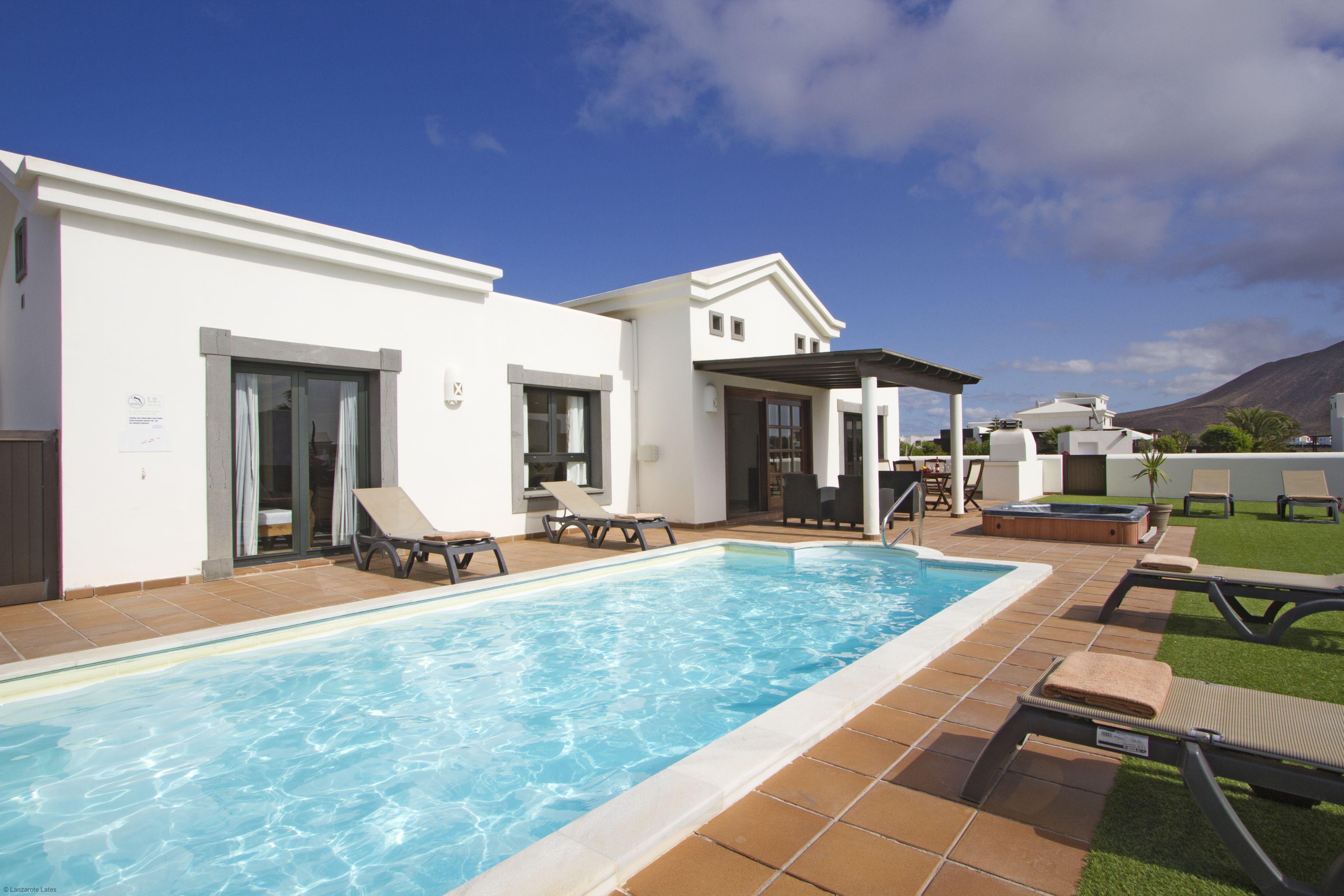 Villa Jasmin. Luxurious Villa in Playa Blanca, Lanzarote