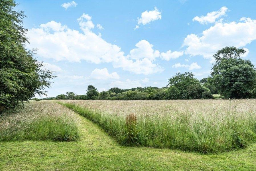Slumber Barn   Path to field