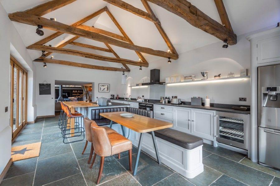 Slumber Barn   Kitchen