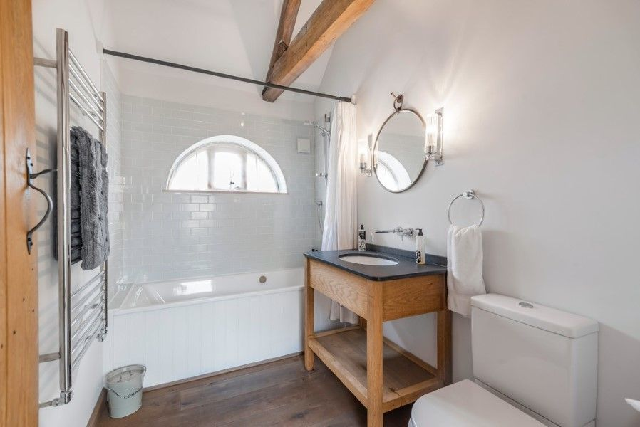 Slumber Barn   Family bathroom