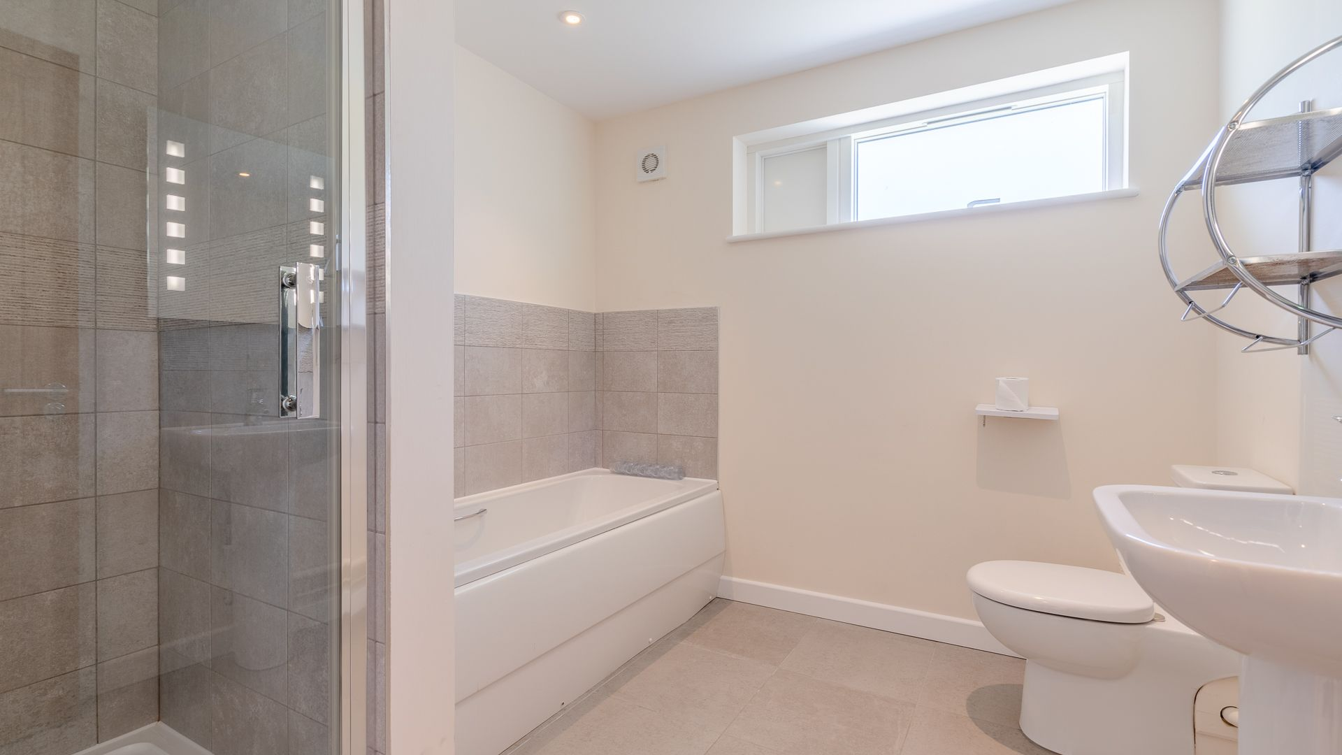 Family Bathroom, Hill View Rise, Bolthole Retreats
