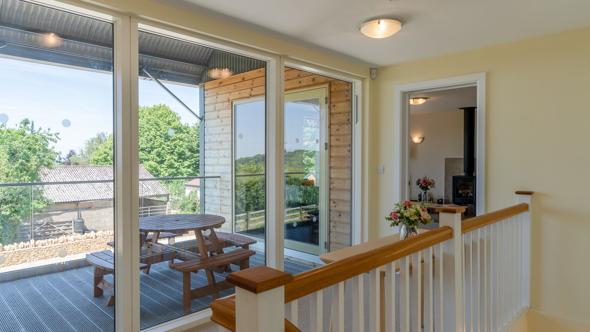 Landing and Balcony, Hill View Rise, Bolthole Retreats