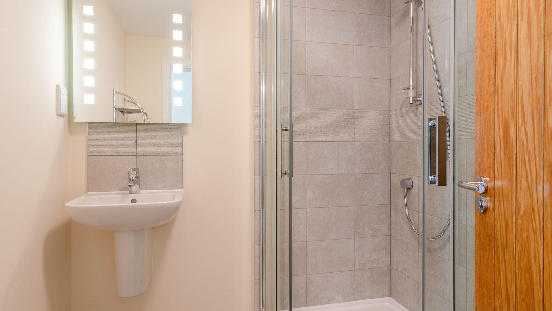 Bedroom Four Ensuite Shower Room, Hill View Rise, Bolthole Retreats