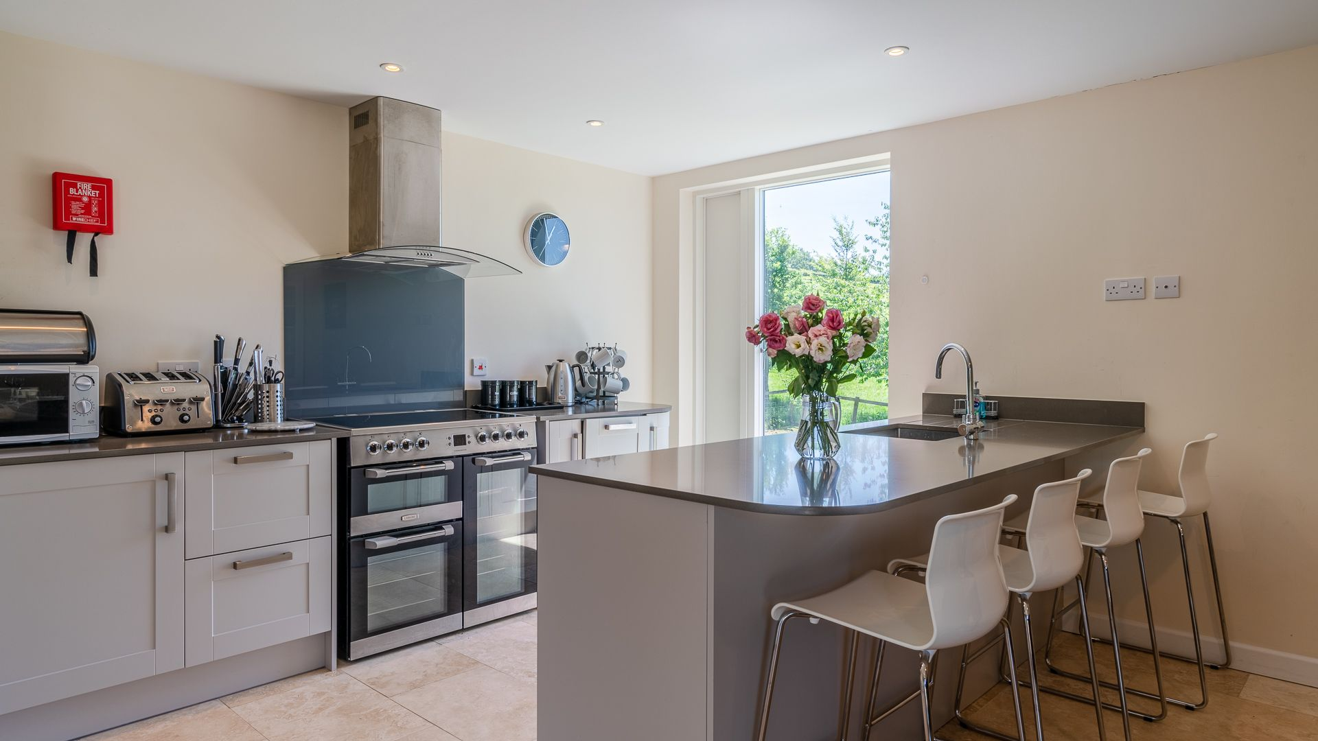 Kitchen-Dining Room, Hill View Rise, Bolthole Retreats