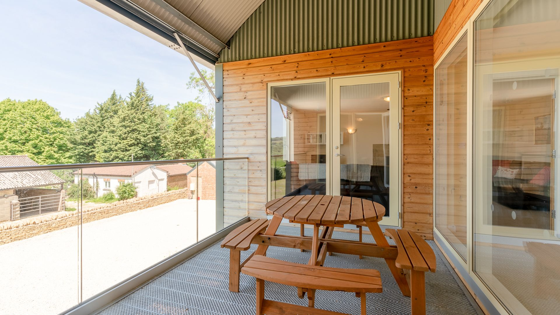 Covered balcony, Hill View Rise, Bolthole Retreats