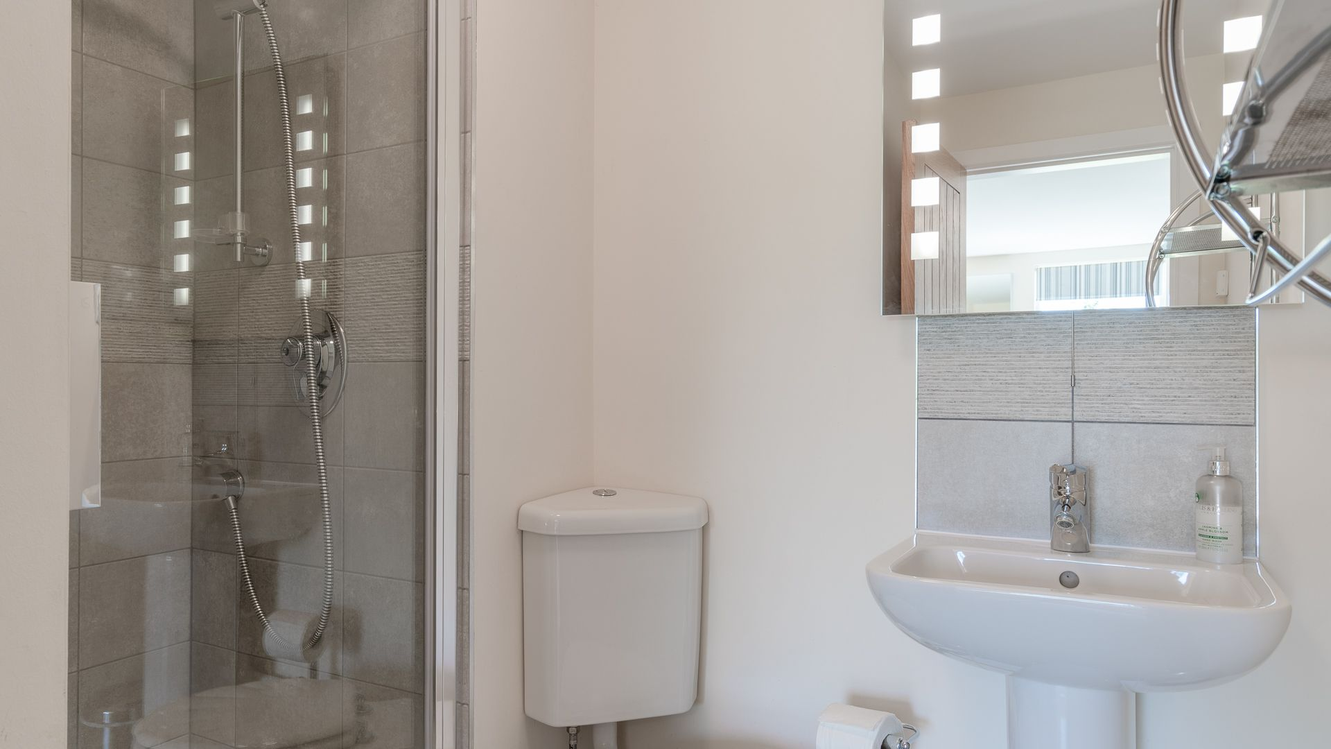 Bedroom Three Ensuite Shower Room, Hill View Rise, Bolthole Retreats