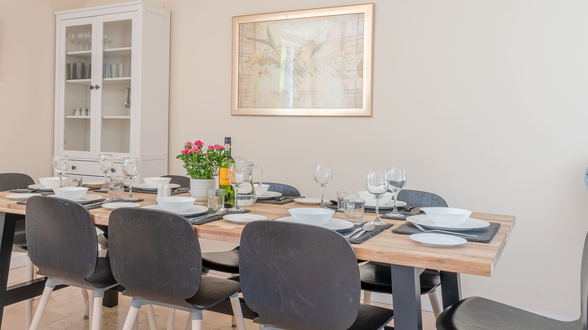 Dining Table, Hill View Rise, Bolthole Retreats