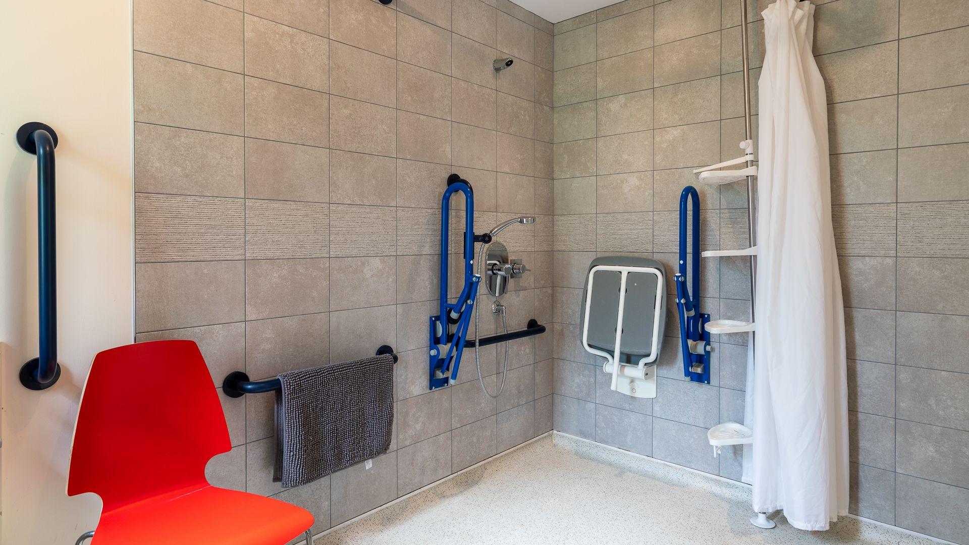 Accessible Wet Room, Ledge View, Bolthole Retreats