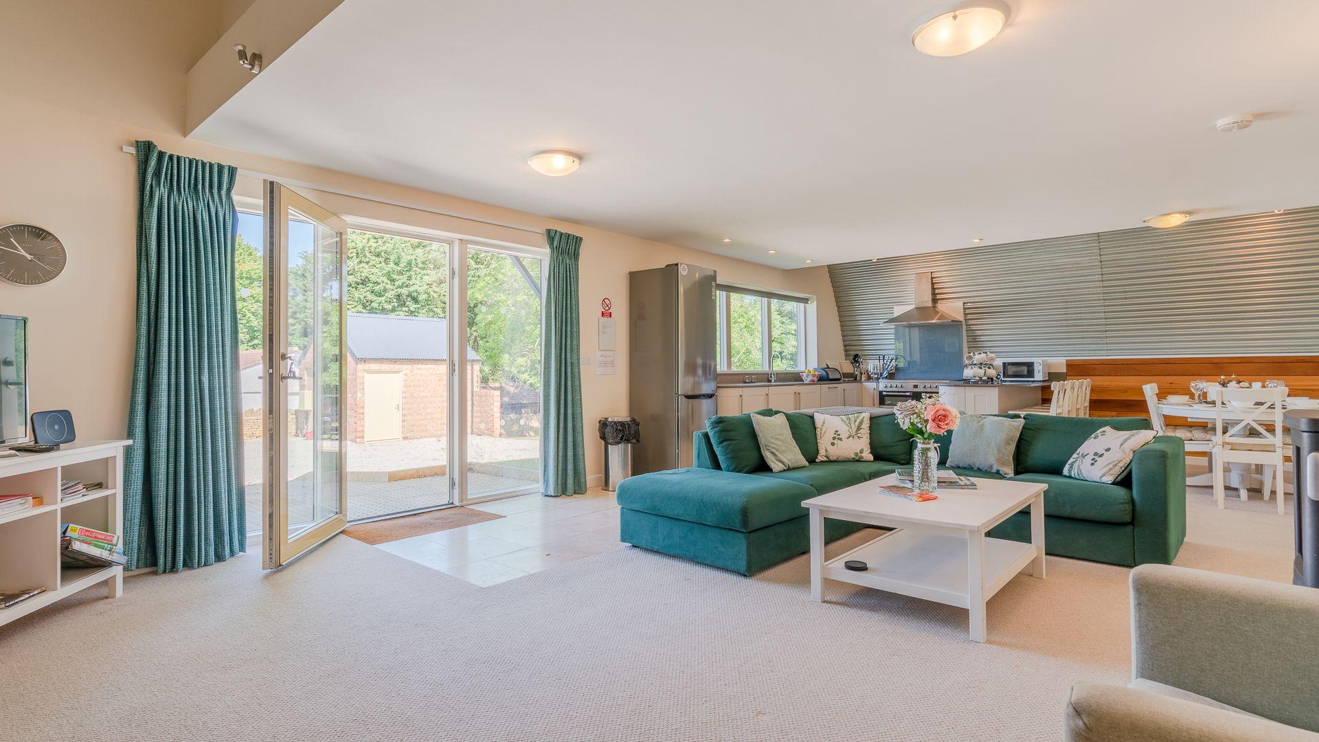 Living Area to Kitchen, Ledge View, Bolthole Retreats