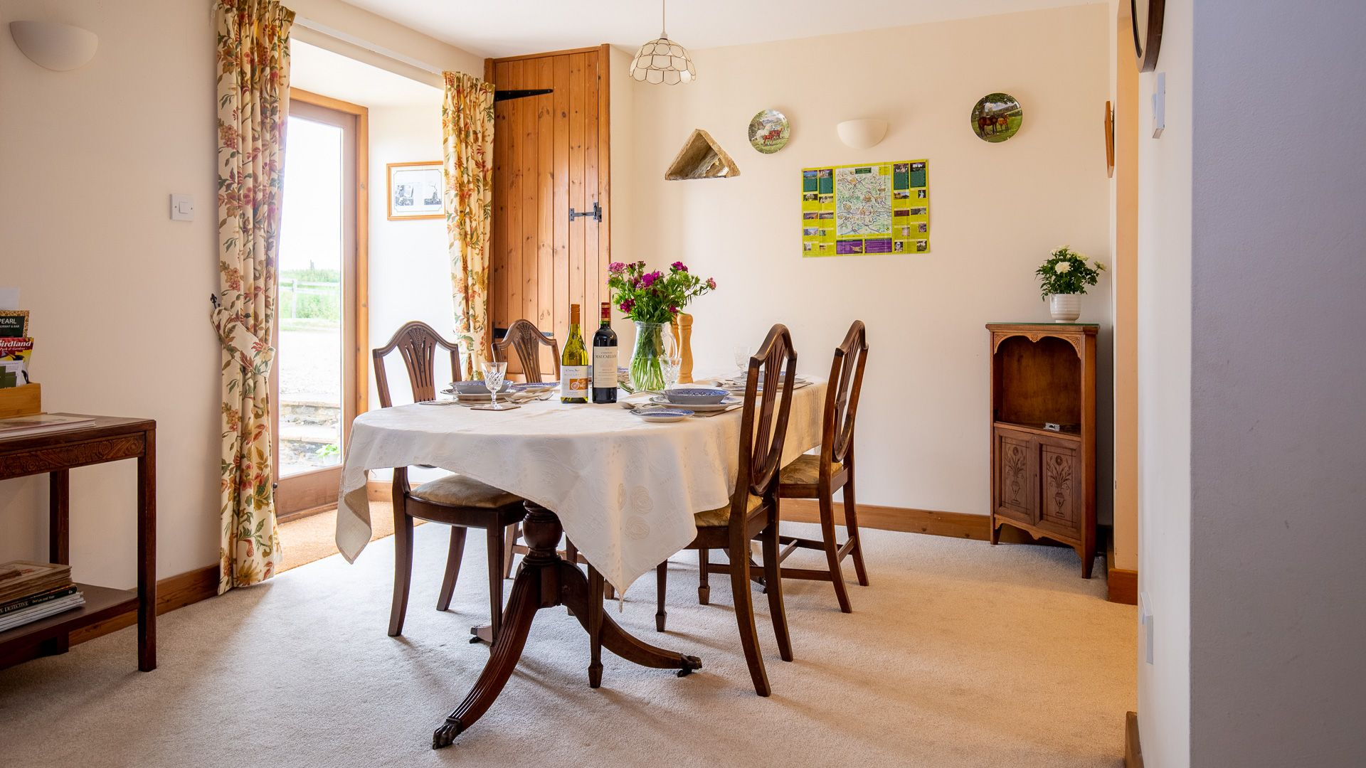 Dining Area, Oak Tree Cottage, Bolthole Retreats