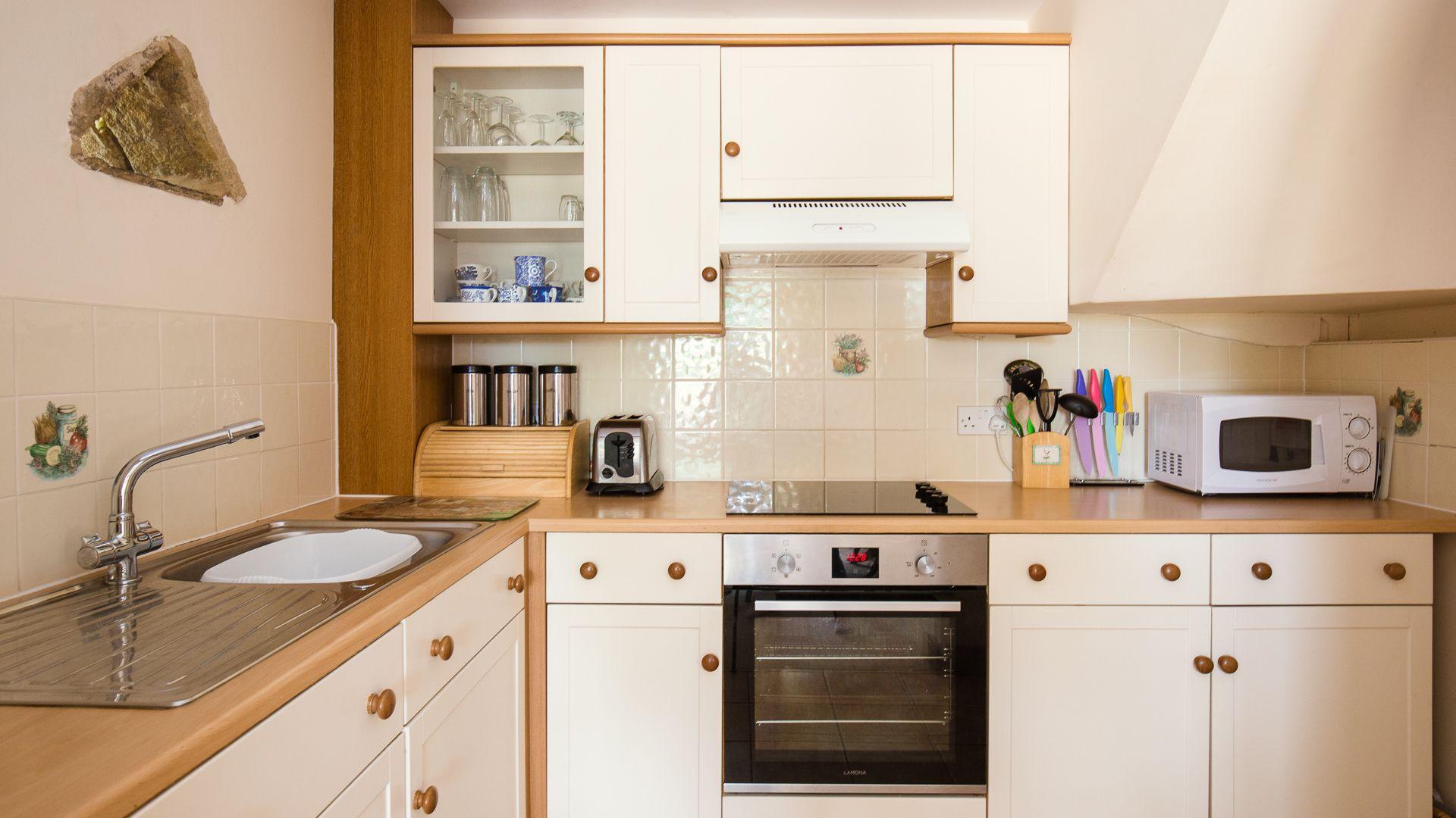 Kitchen, Oak Tree Cottage, Bolthole Retreats