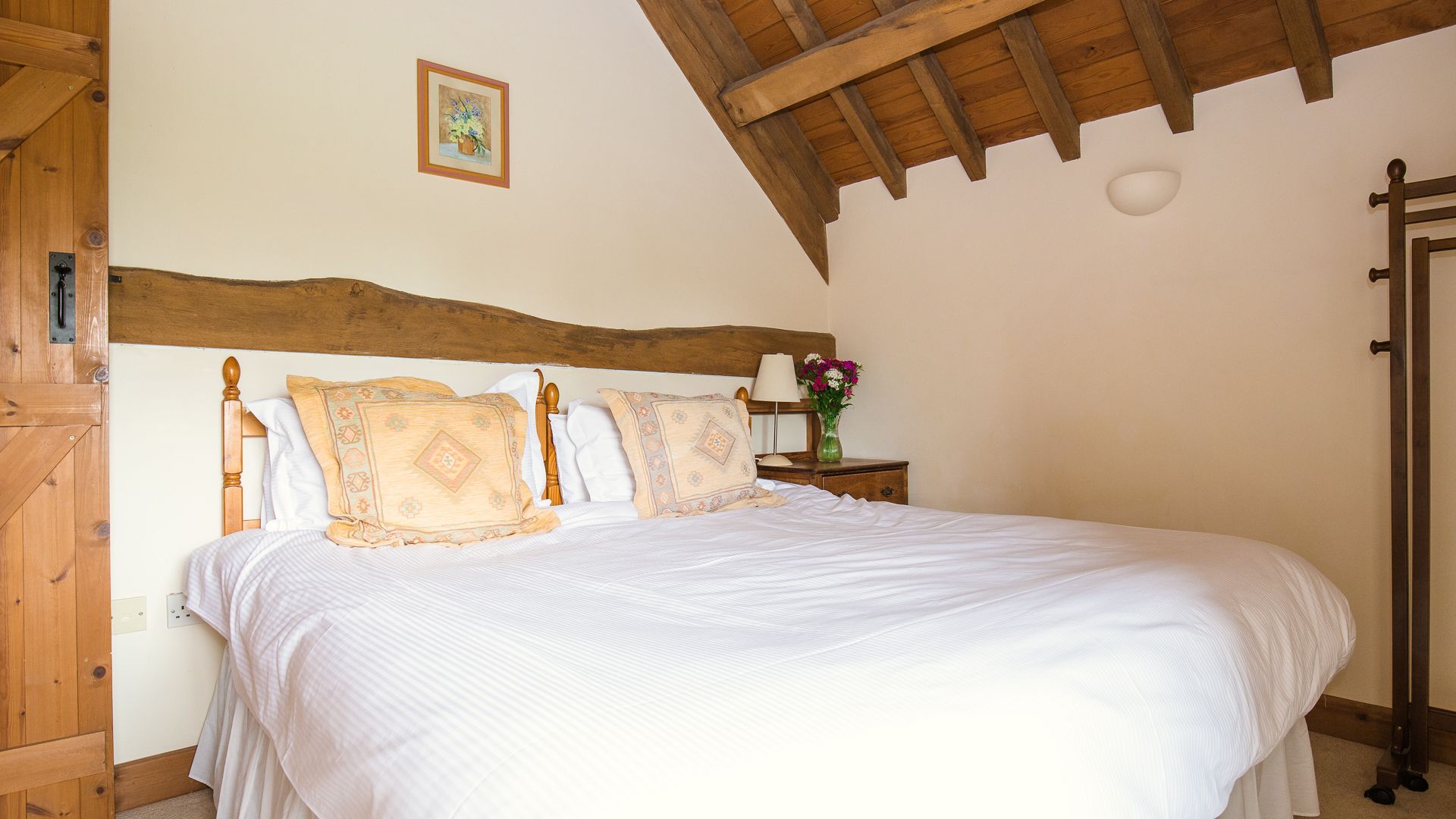 Bedroom One, Oak Tree Cottage, Bolthole Retreats
