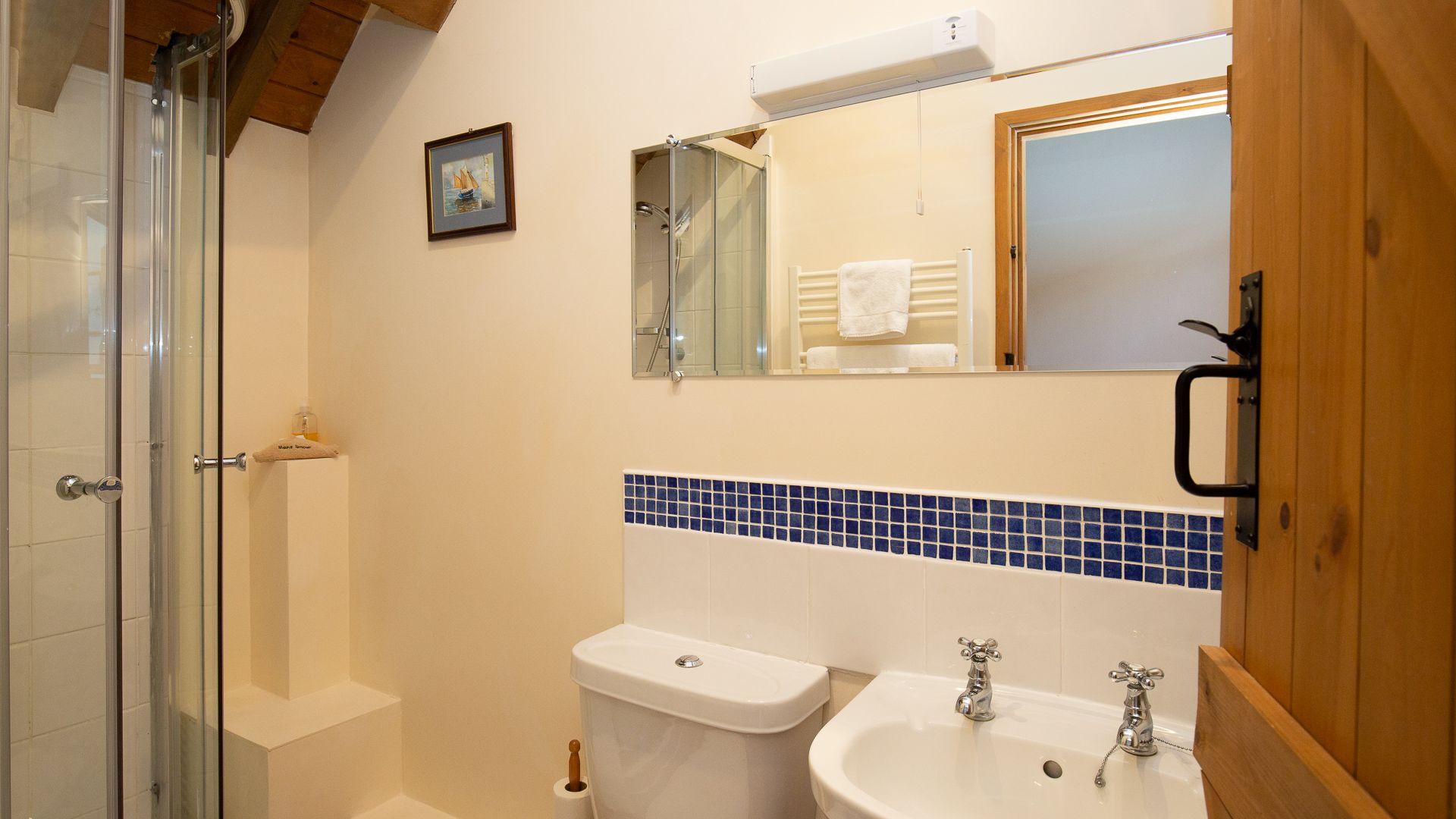 Shower Room, Oak Tree Cottage, Bolthole Retreats