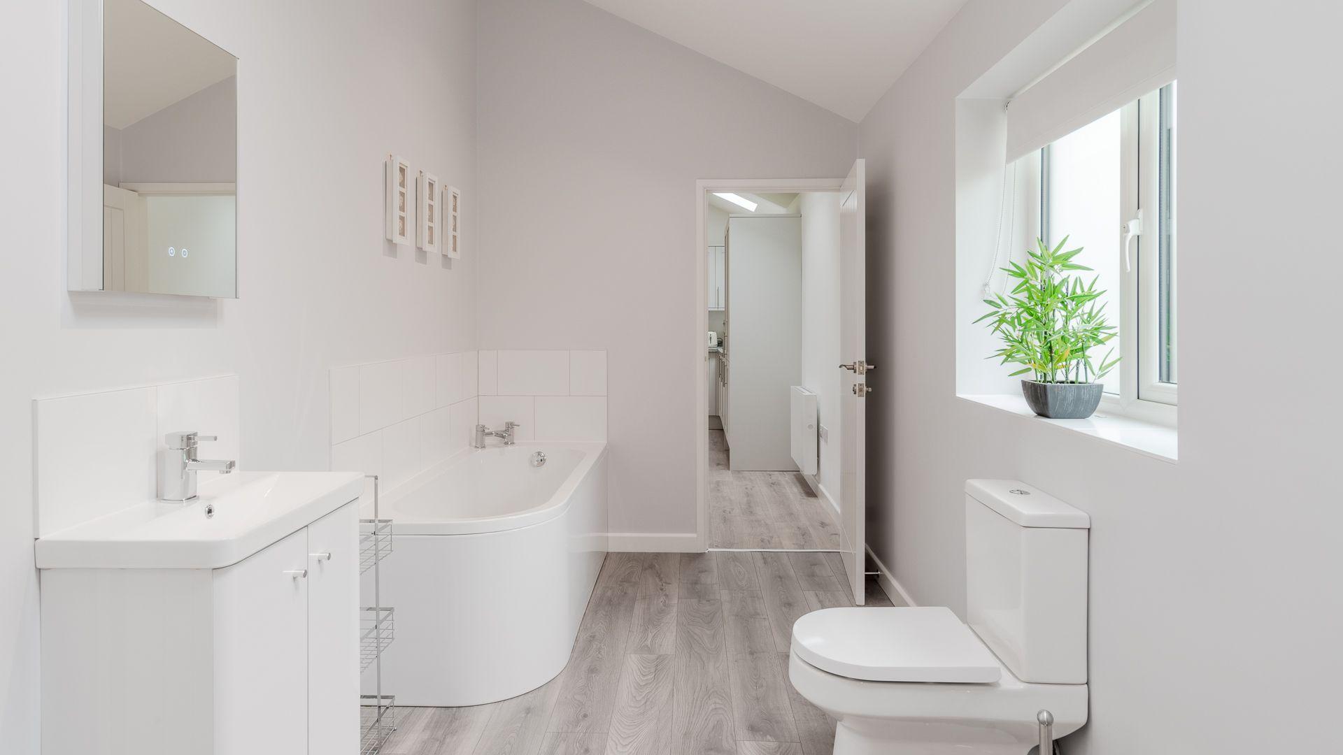Bathroom, Lily Barn at Laburnum Farm Estate, Bolthole Retreats