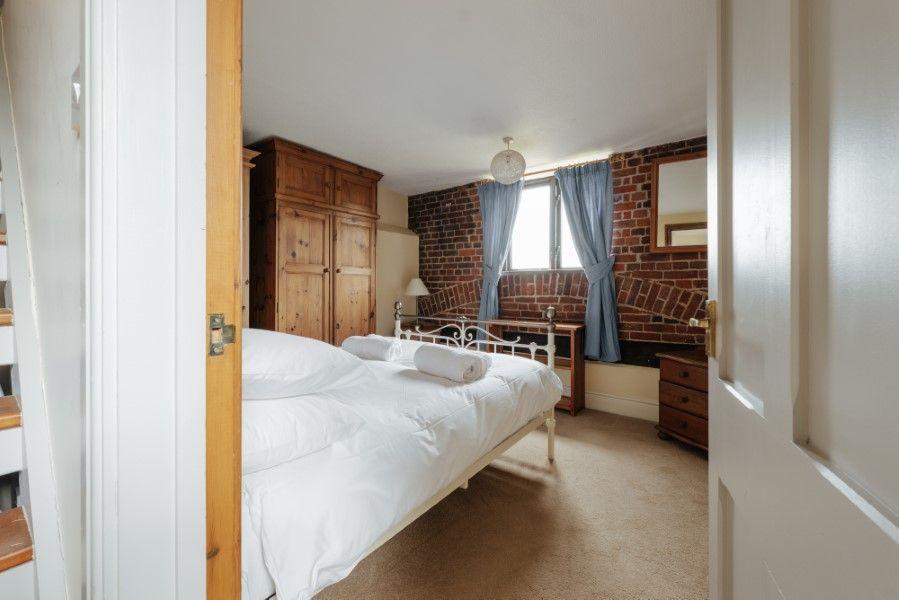 Sextons Barn | Bedroom 2