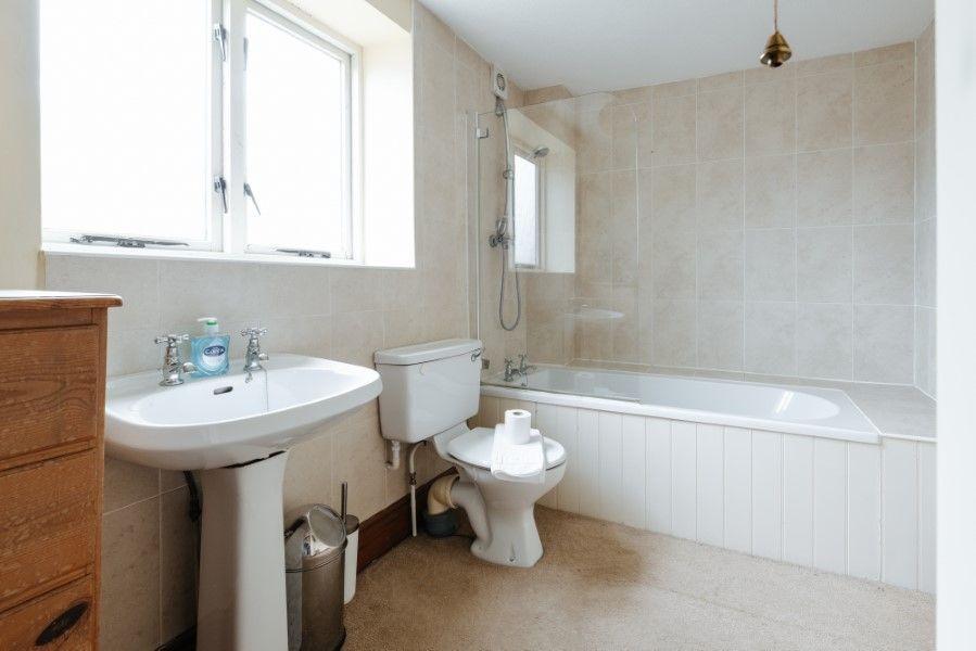 Sextons Barn | Family bathroom
