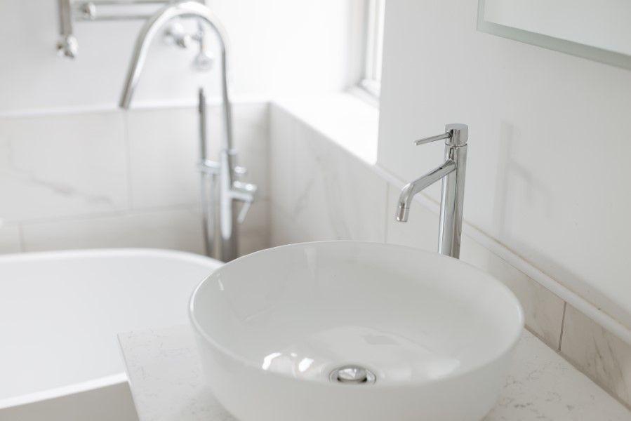 Sextons Barn | Sink and bath
