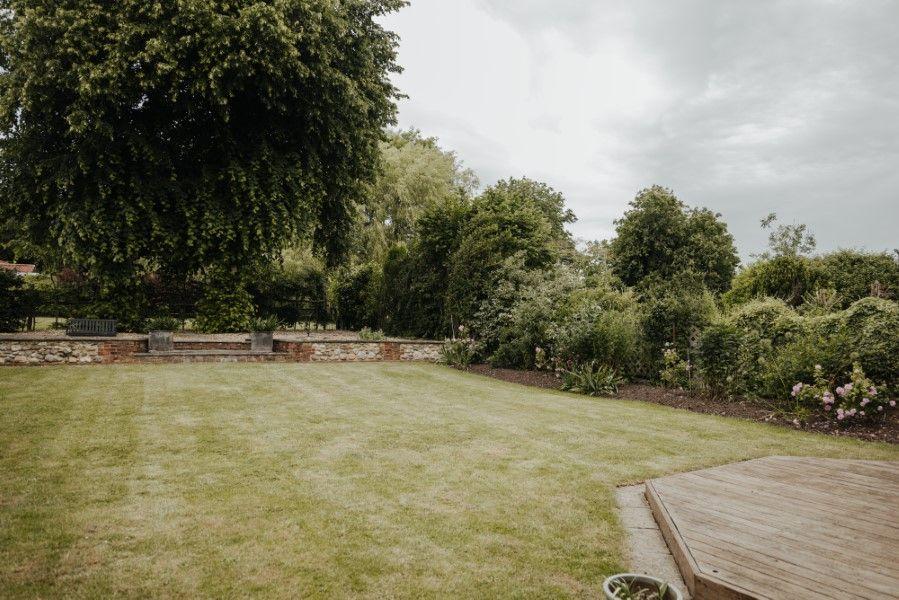 Sextons Barn | Garden