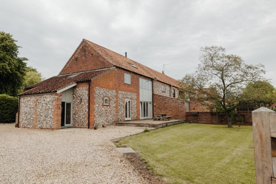 Sextons Barn | Front