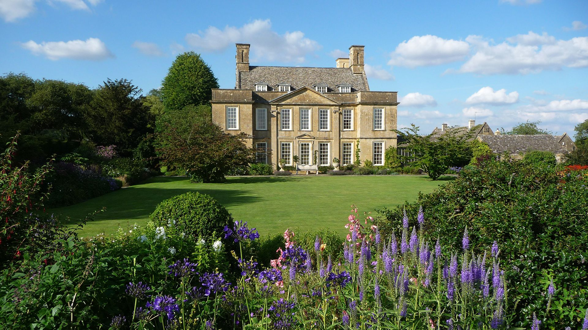 Bourton House Garden, Bolthole Retreats