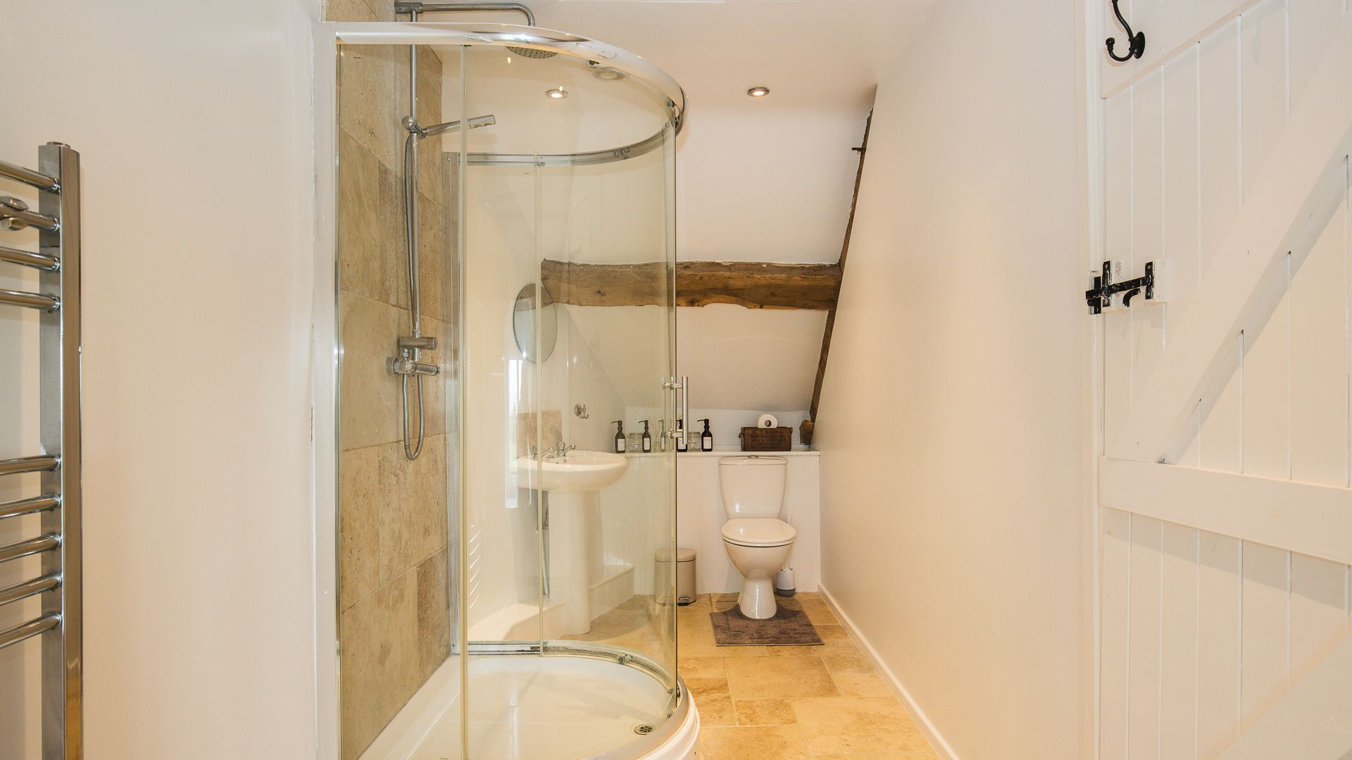Ensuite to Bedroom Three, Field View, Bolthole Retreats