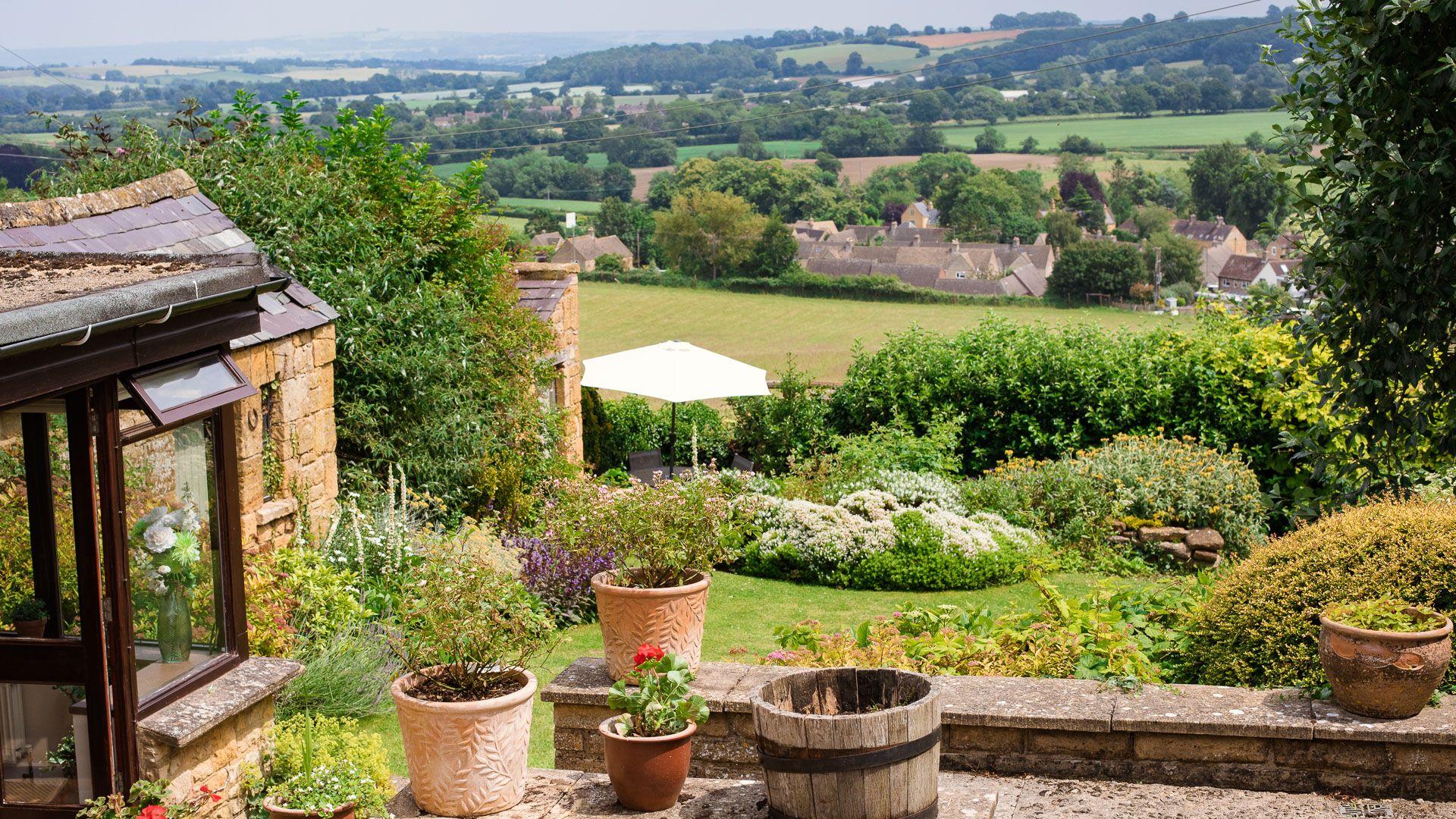 Garden Views, Lark Rise Cottage, Bolthole Retreats