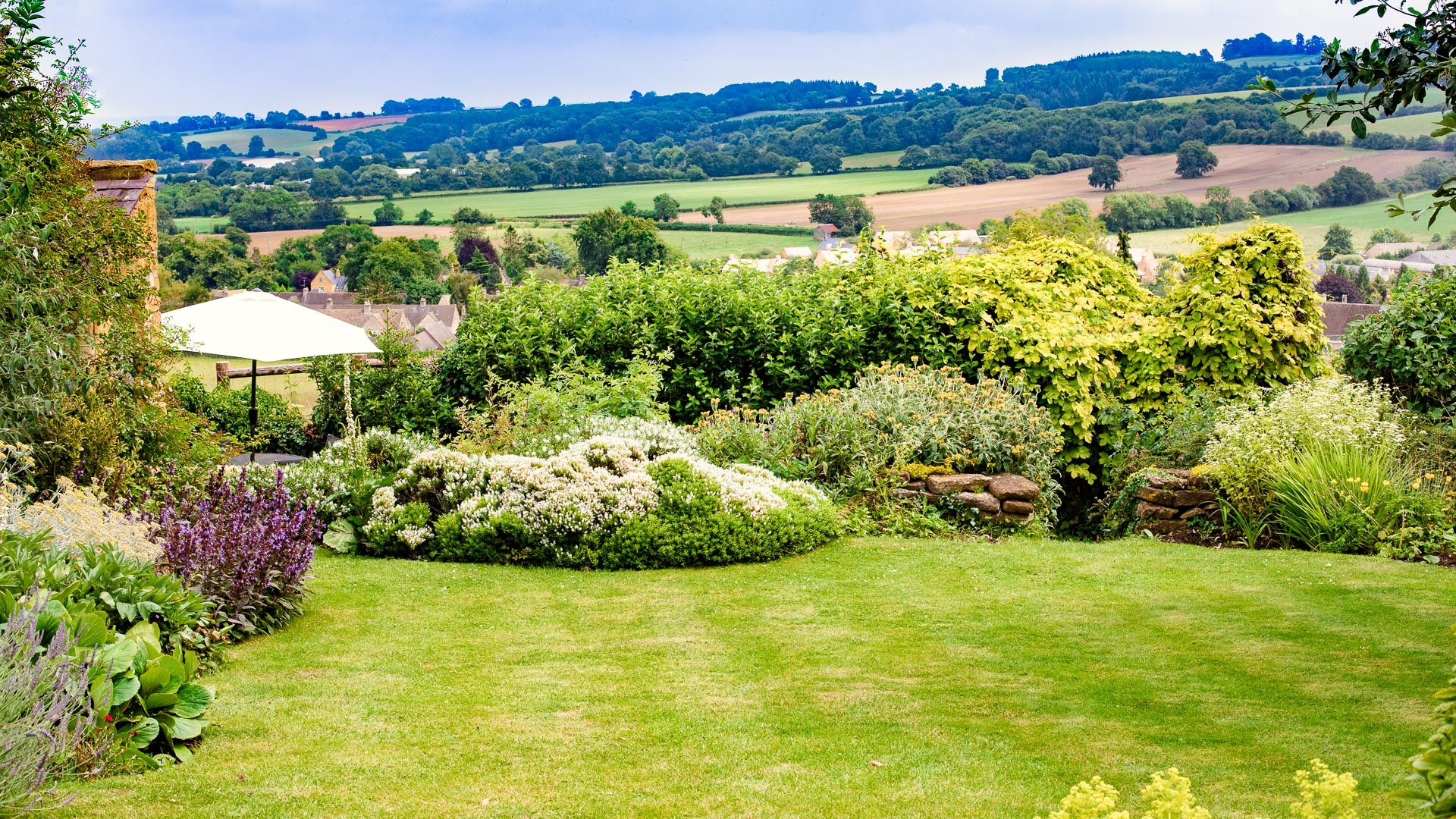 Rear Garden and View, Lark Rise Cottage, Bolthole Retreats