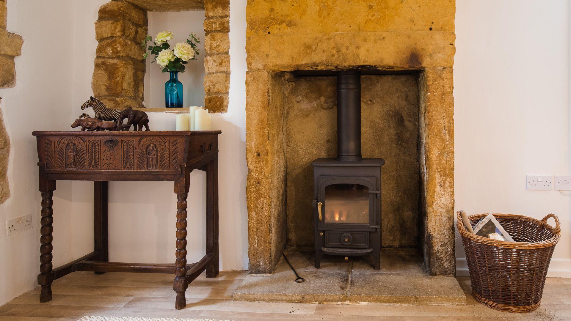 Log Burner, Lark Rise Cottage, Bolthole Retreats