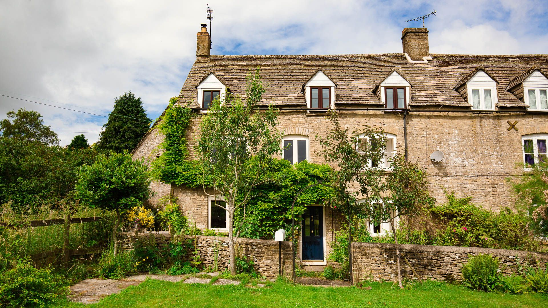Exterior and Garden, Field View, Bolthole Retreats