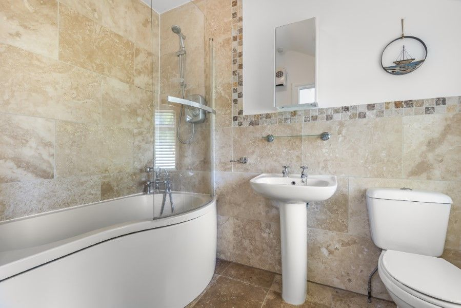 The Old Post Office | Family bathroom