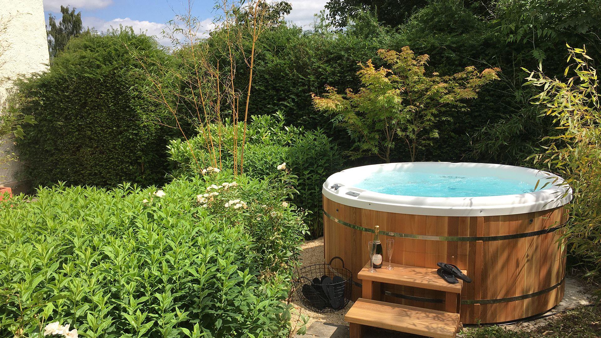 Hot tub, Kingscote Park House, Bolthole Retreats