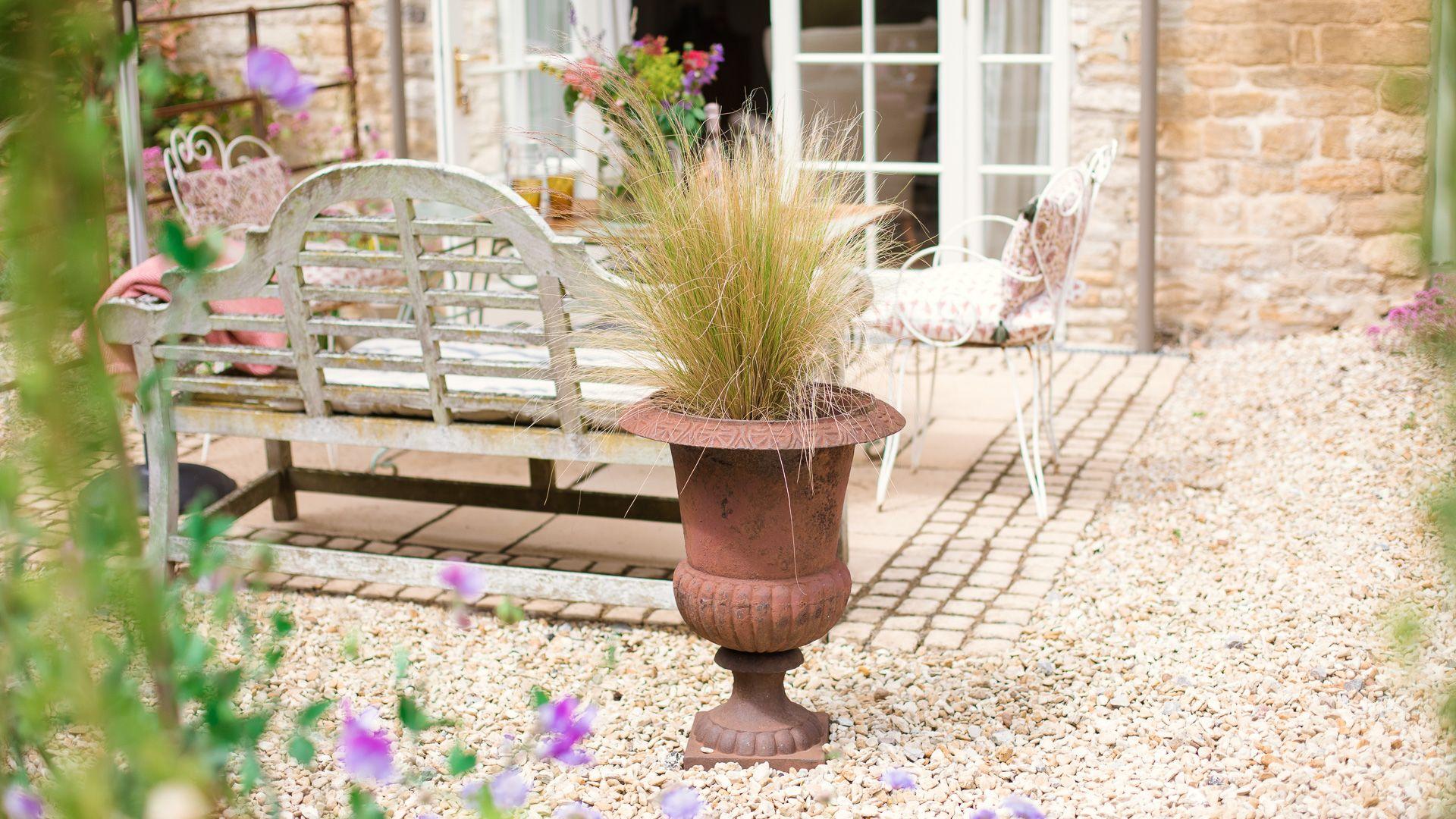 Courtyard garden, Apple Store Cottage, Charlbury