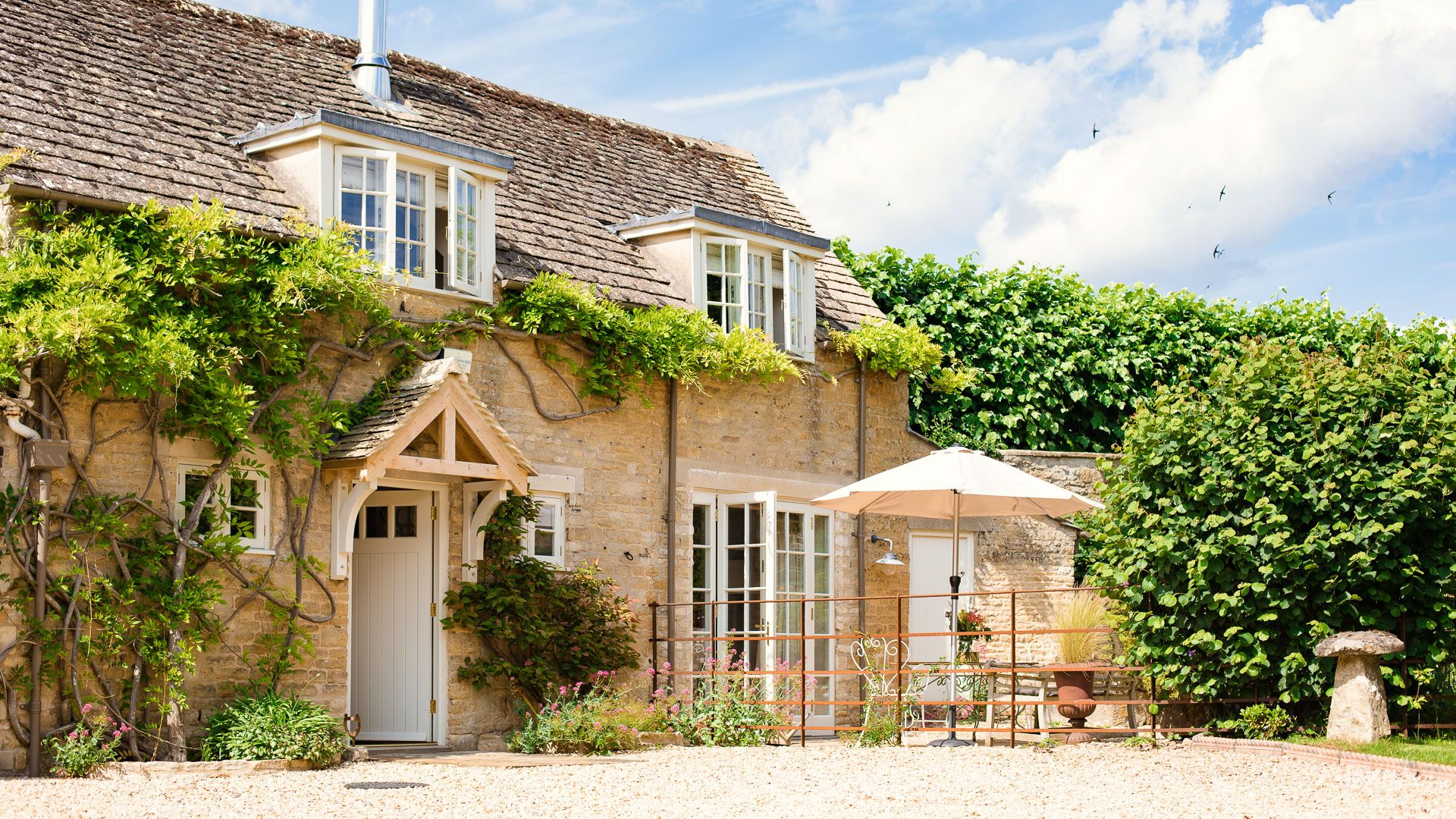 Front view and entrance, Apple Store Cottage, Charlbury